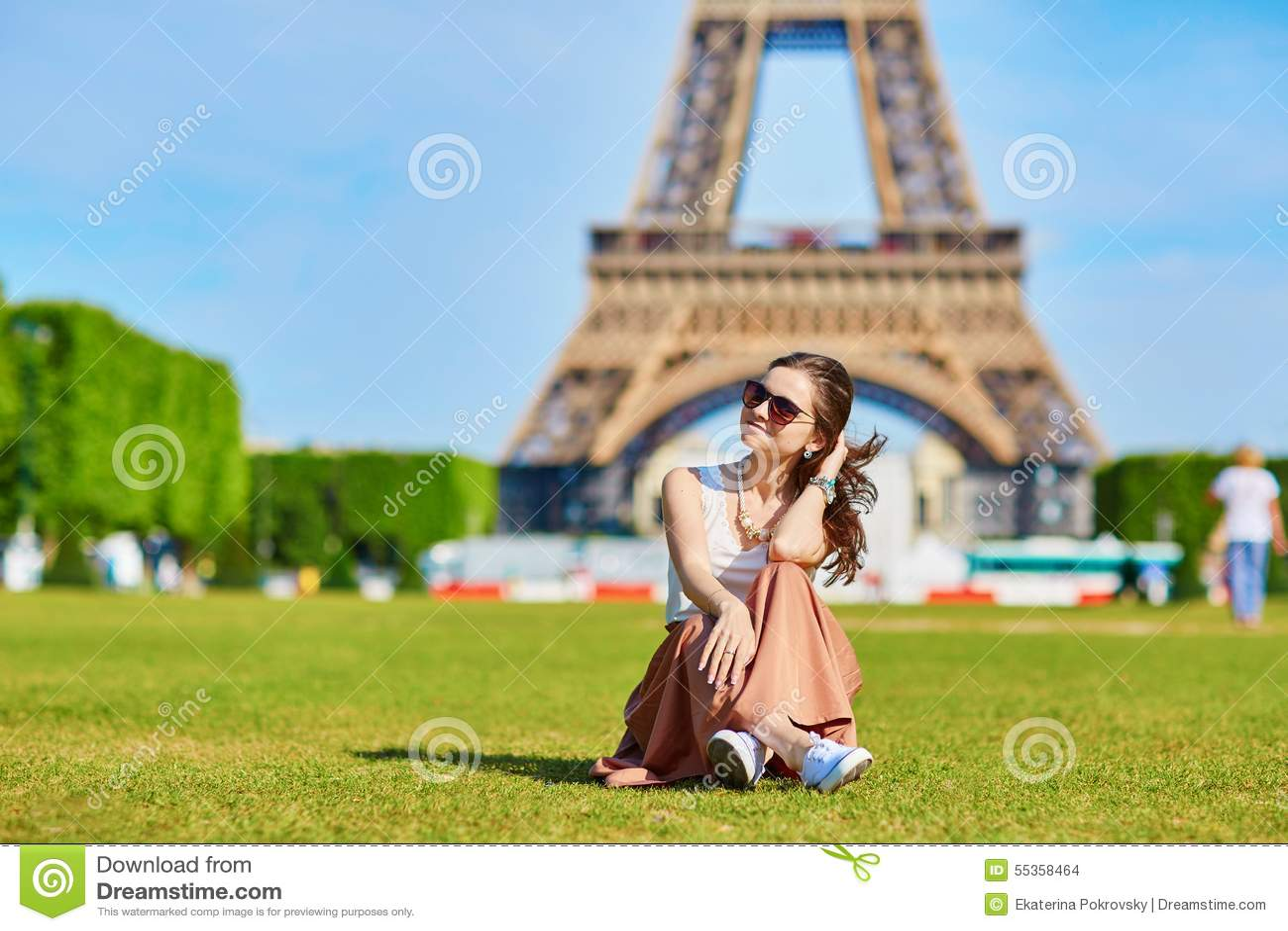 Bello turista a Parigi