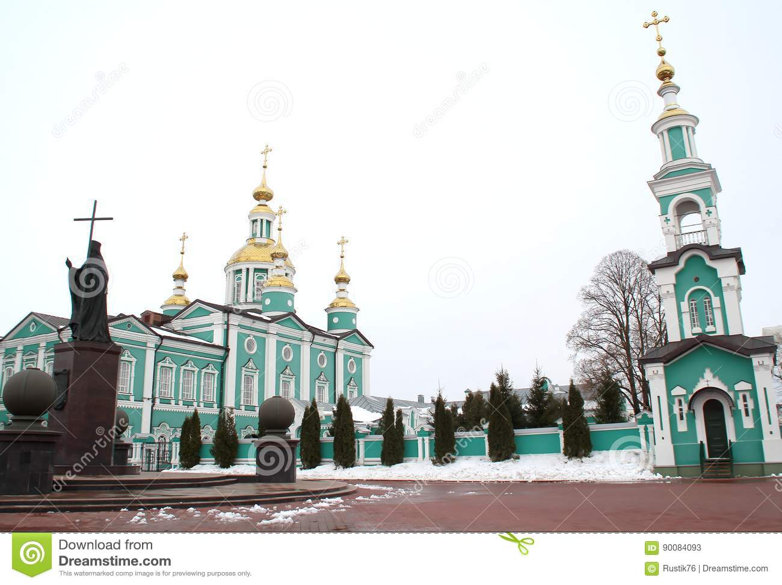 Belltower och monument till helgonet Pitirim Biskop av Tambov Wonderworkeren 1644-1697