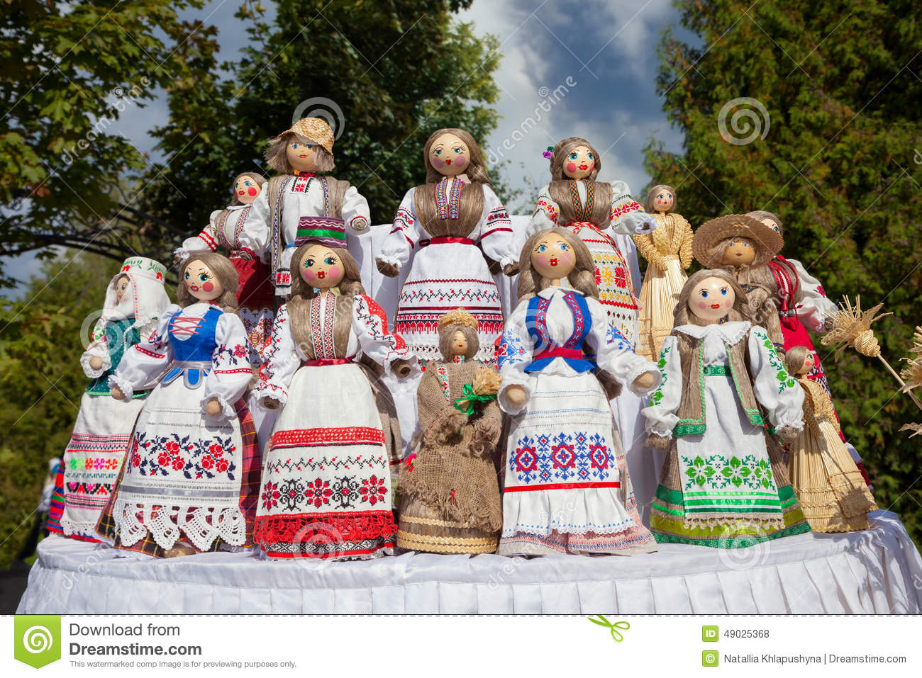 Belorussian dolls in national clothes
