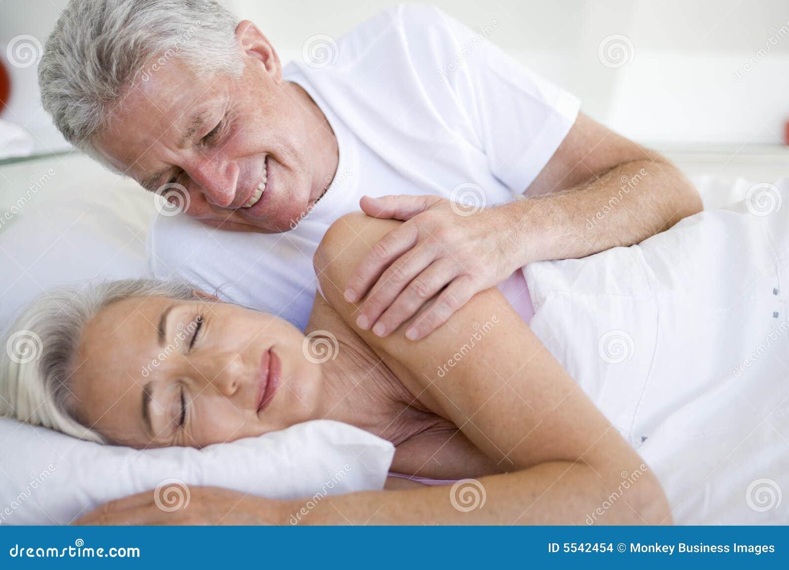 Секс двух пар молодой и пожилой, Пара Молодая Зрелая - Bub Porn -порно видео 22 фотография