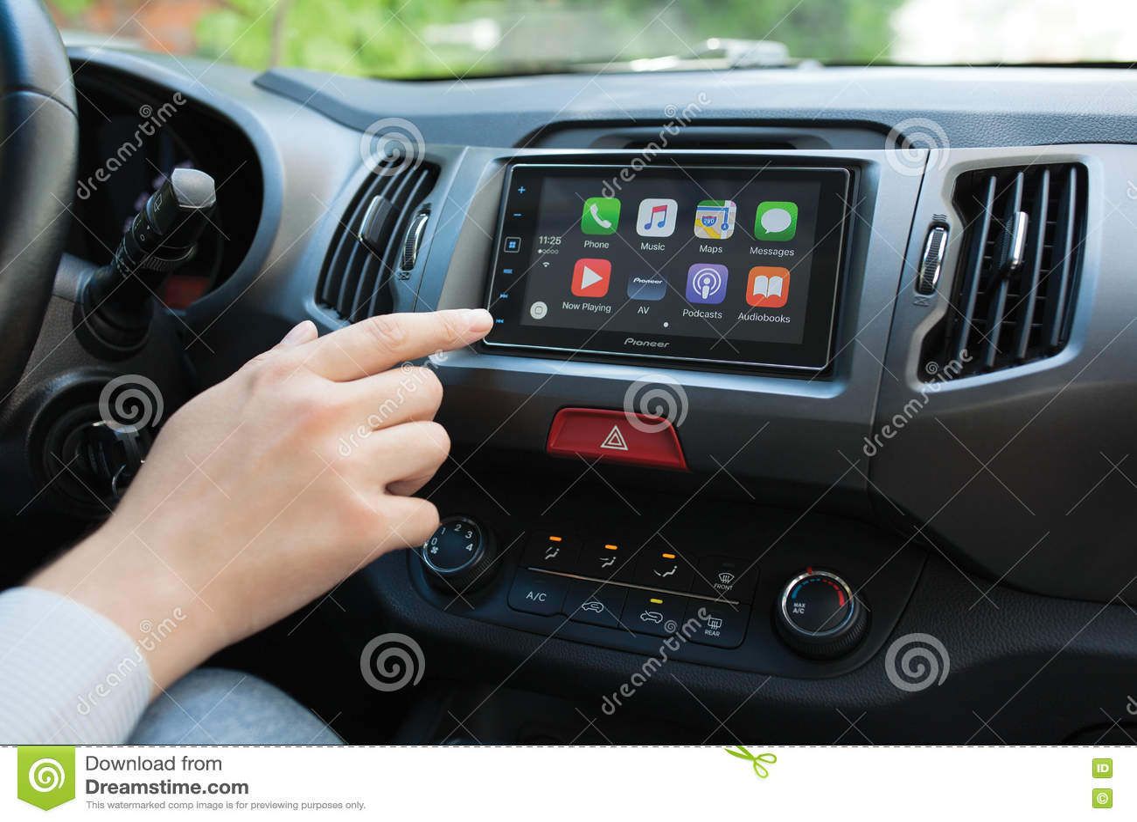 bemannen sie das beruhren zum hauptschirm multimediasystem mit auto spiel