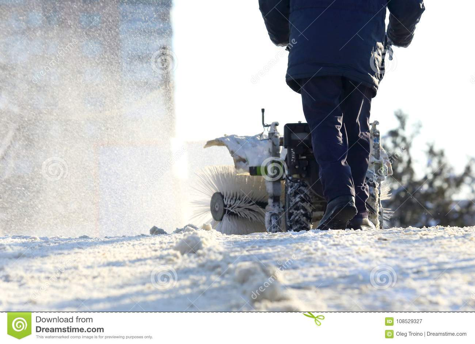 Bemannen Sie das Säubern der Straße von manuellem Special Traktor des Schnees