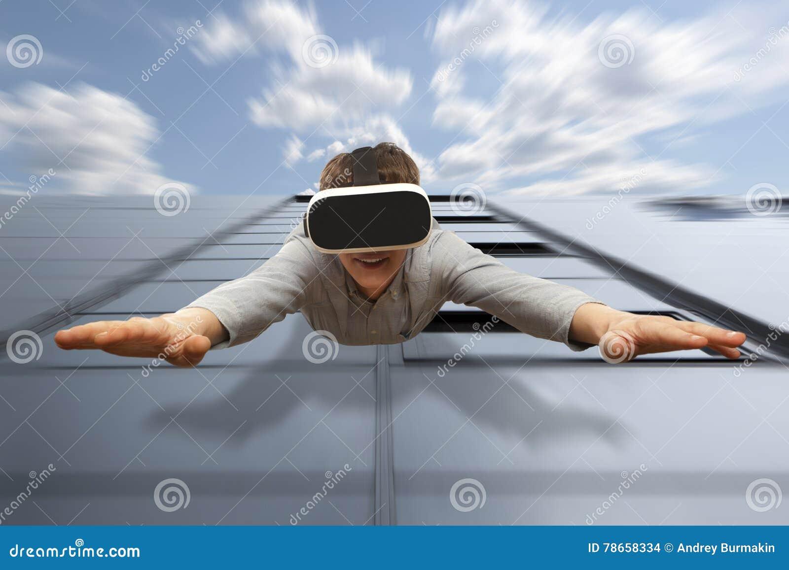 Bemannen Sie die tragenden Gläser der virtuellen Realität, die von einem Wolkenkratzer fliegen