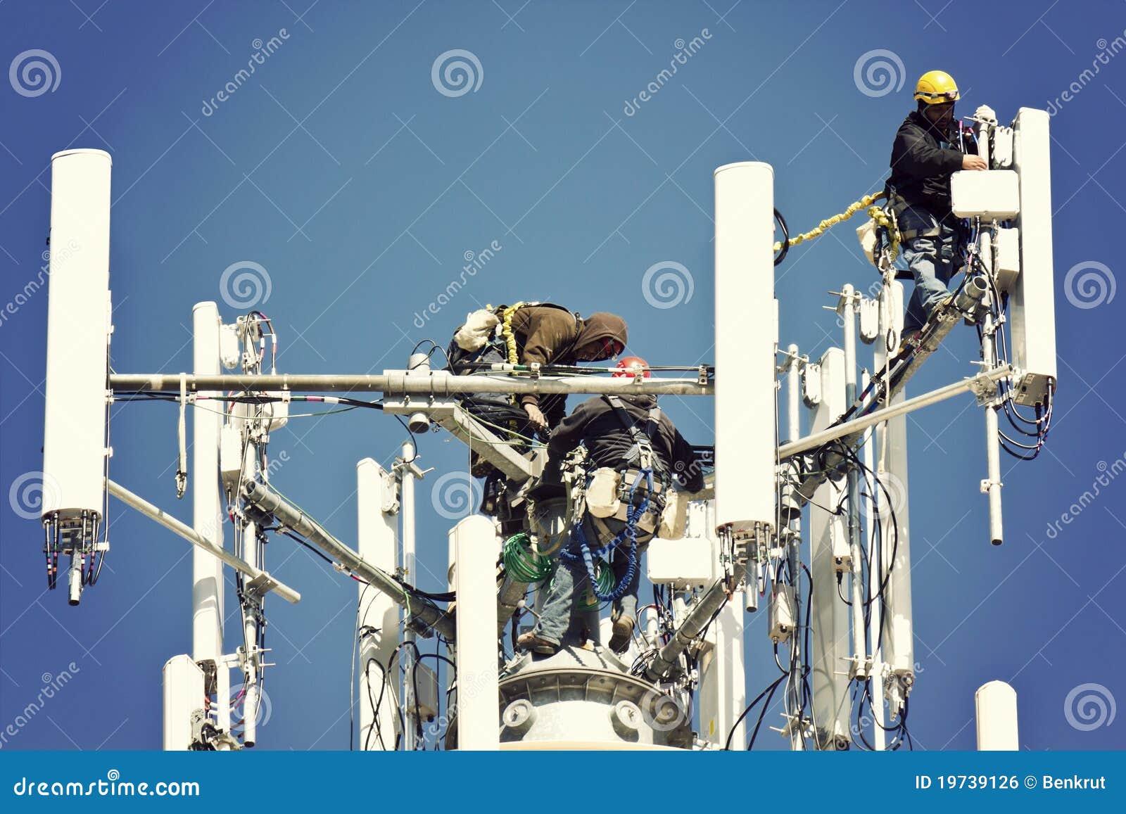 Bemanning die antennes installeert