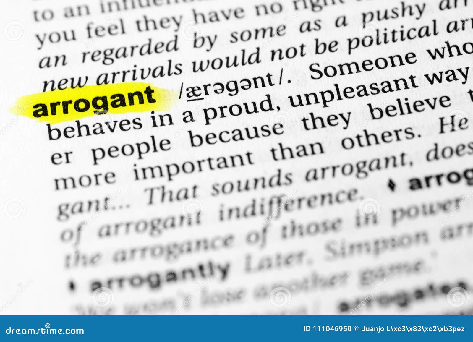 Benadrukt Engels woord ` arrogante ` en zijn definitie in het woordenboek
