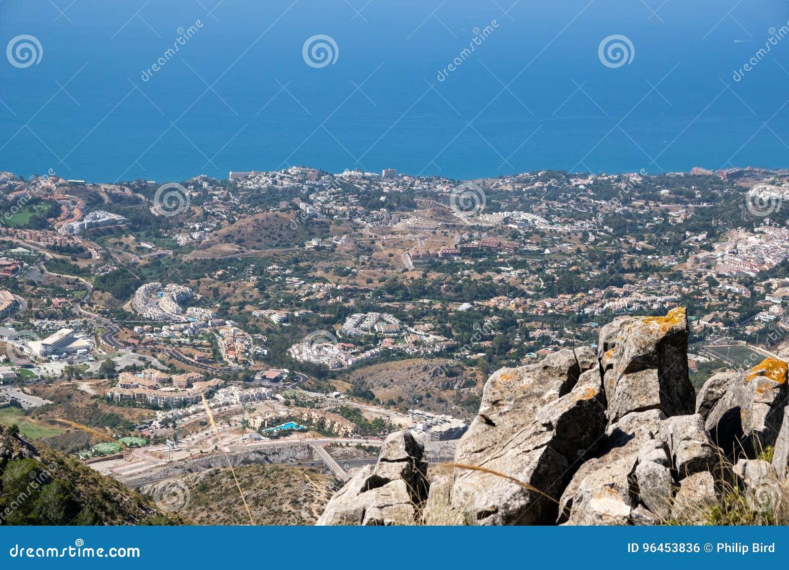 BENALMADENA, ANDALUCIA/SPAIN - 7 DE JULHO: Vista da montagem Calamorr