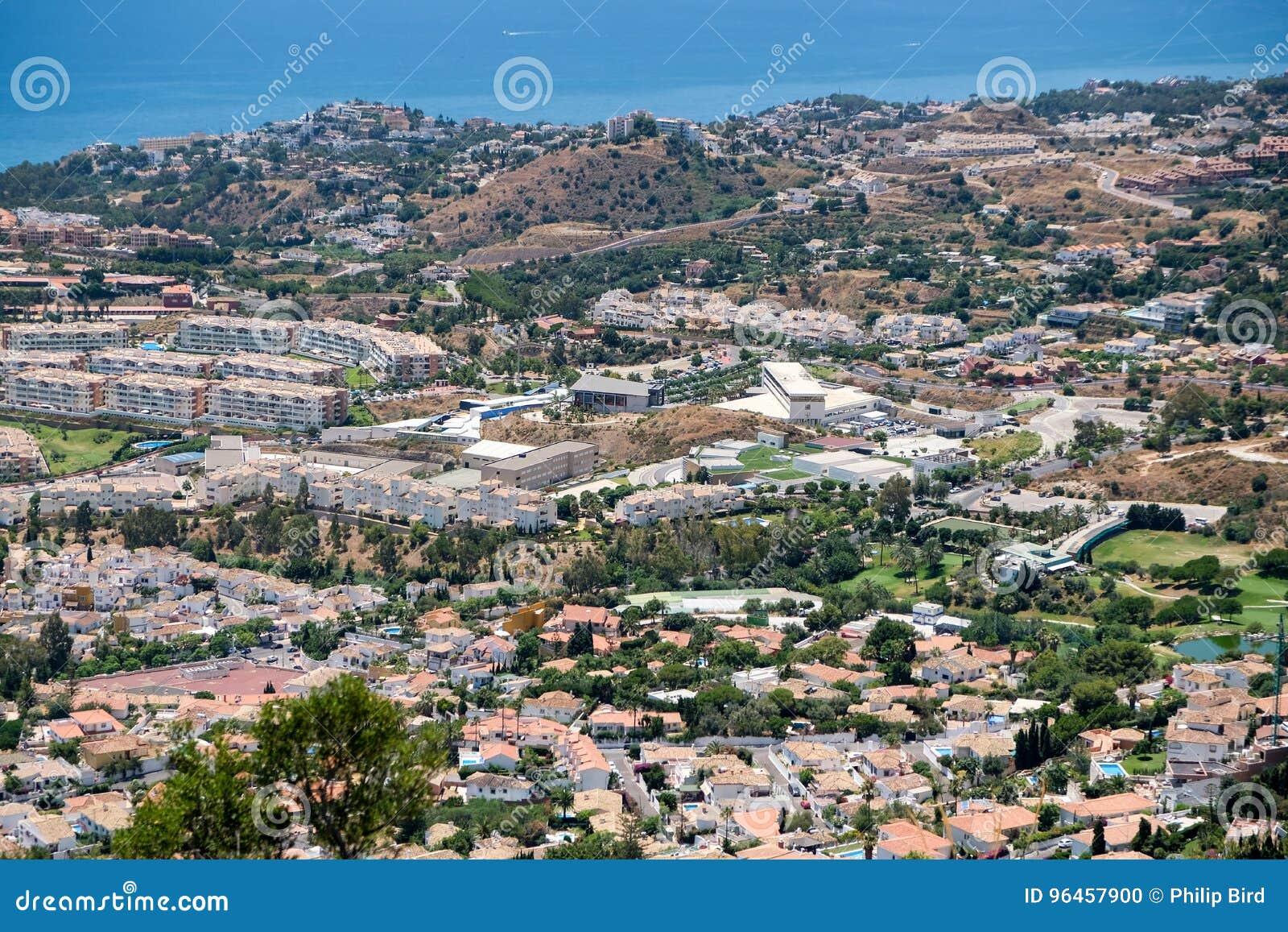 BENALMADENA, ANDALUCIA/SPAIN - 7 JUILLET : Vue de bâti Calamorr