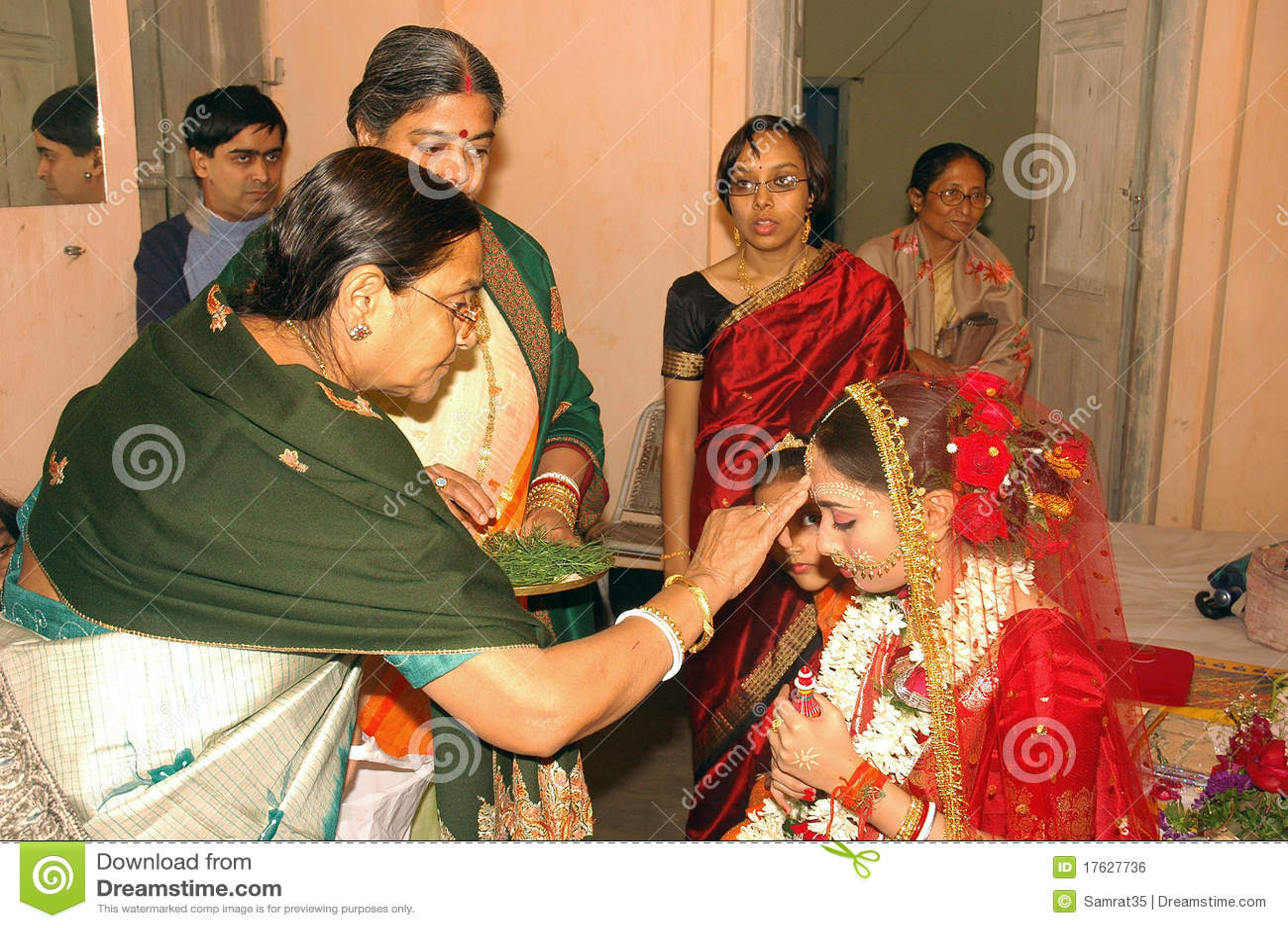Wedding Gift Ideas Kolkata : December 27,2010 Kolkata, West Bengal, India - The grooms family ...