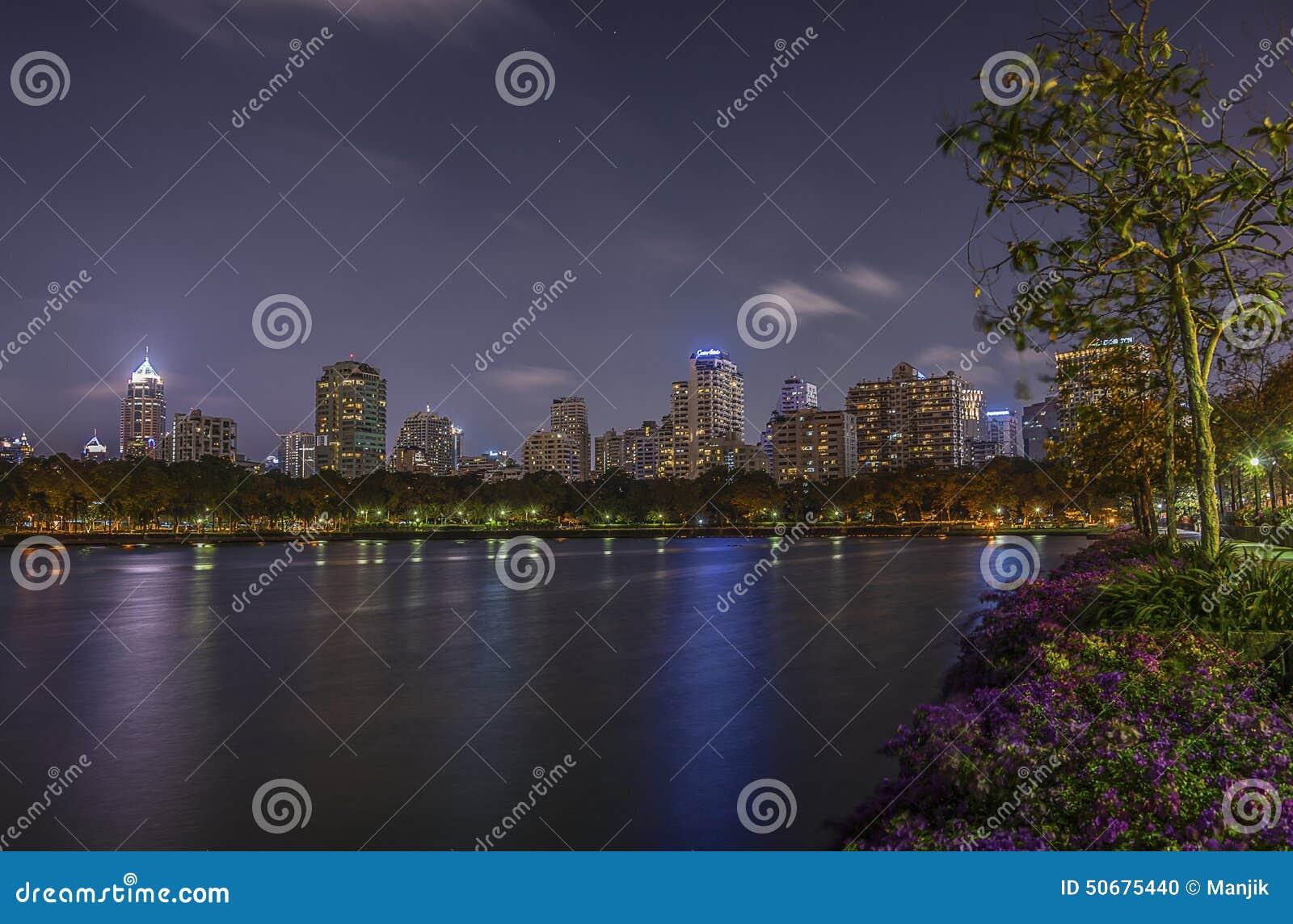 Download Benjasiri公园曼谷 库存照片. 图片 包括有 风景, 城市, 都市风景, 地平线, 公寓, 城镇 - 50675440