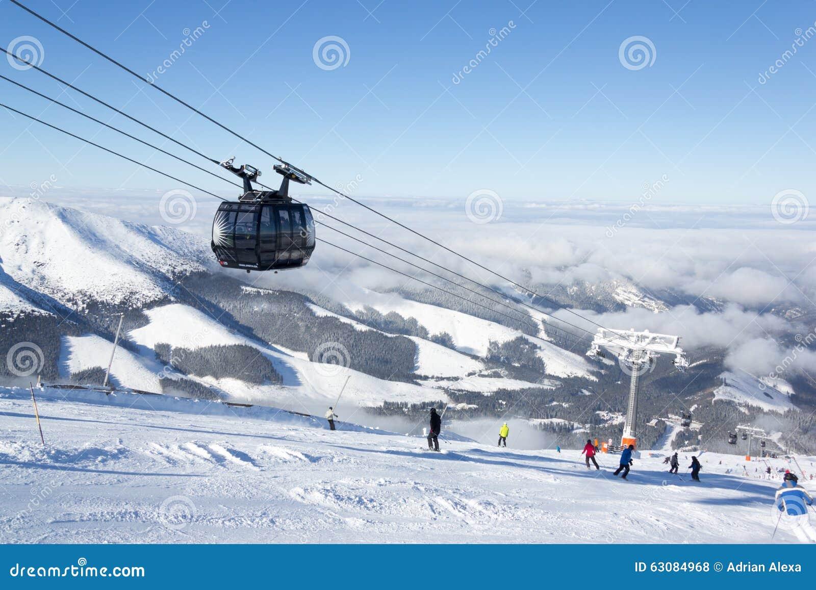 Download Benne Suspendue Moderne Dans La Station De Sports D'hiver Jasna, Slovaquie Photo stock éditorial - Image du transport, gondole: 63084968