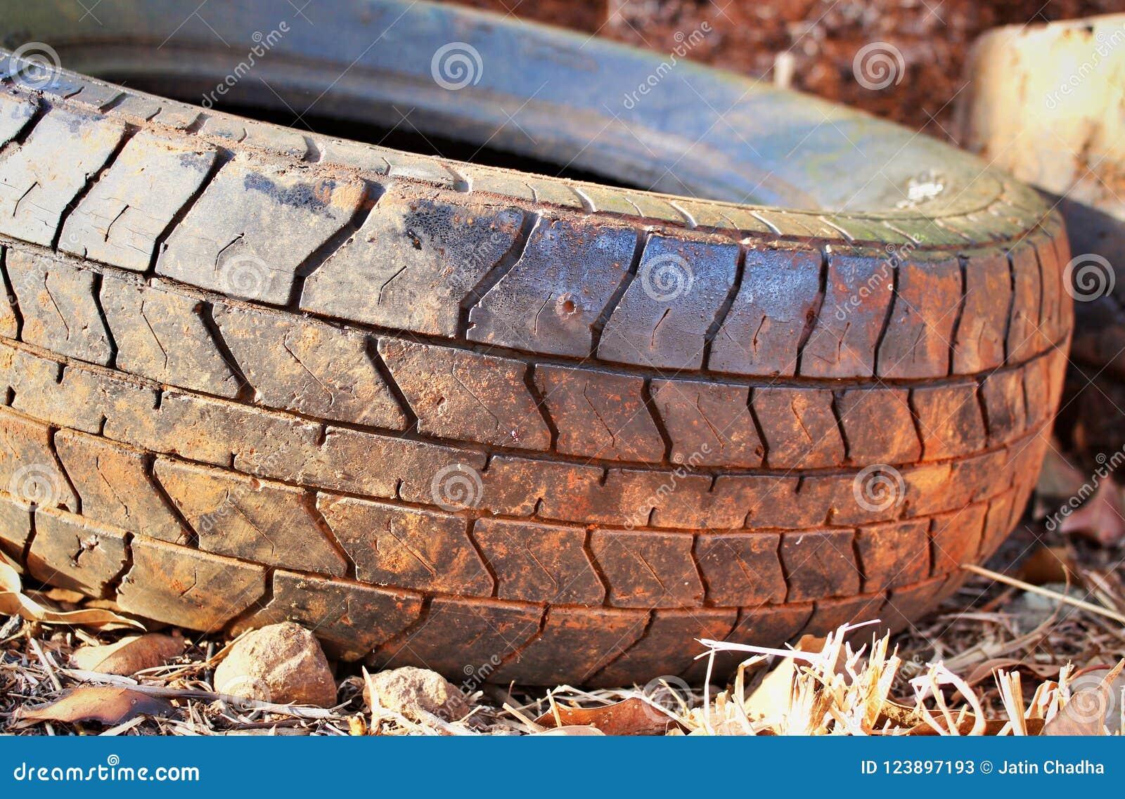 Benutzter Reifen auf Lager