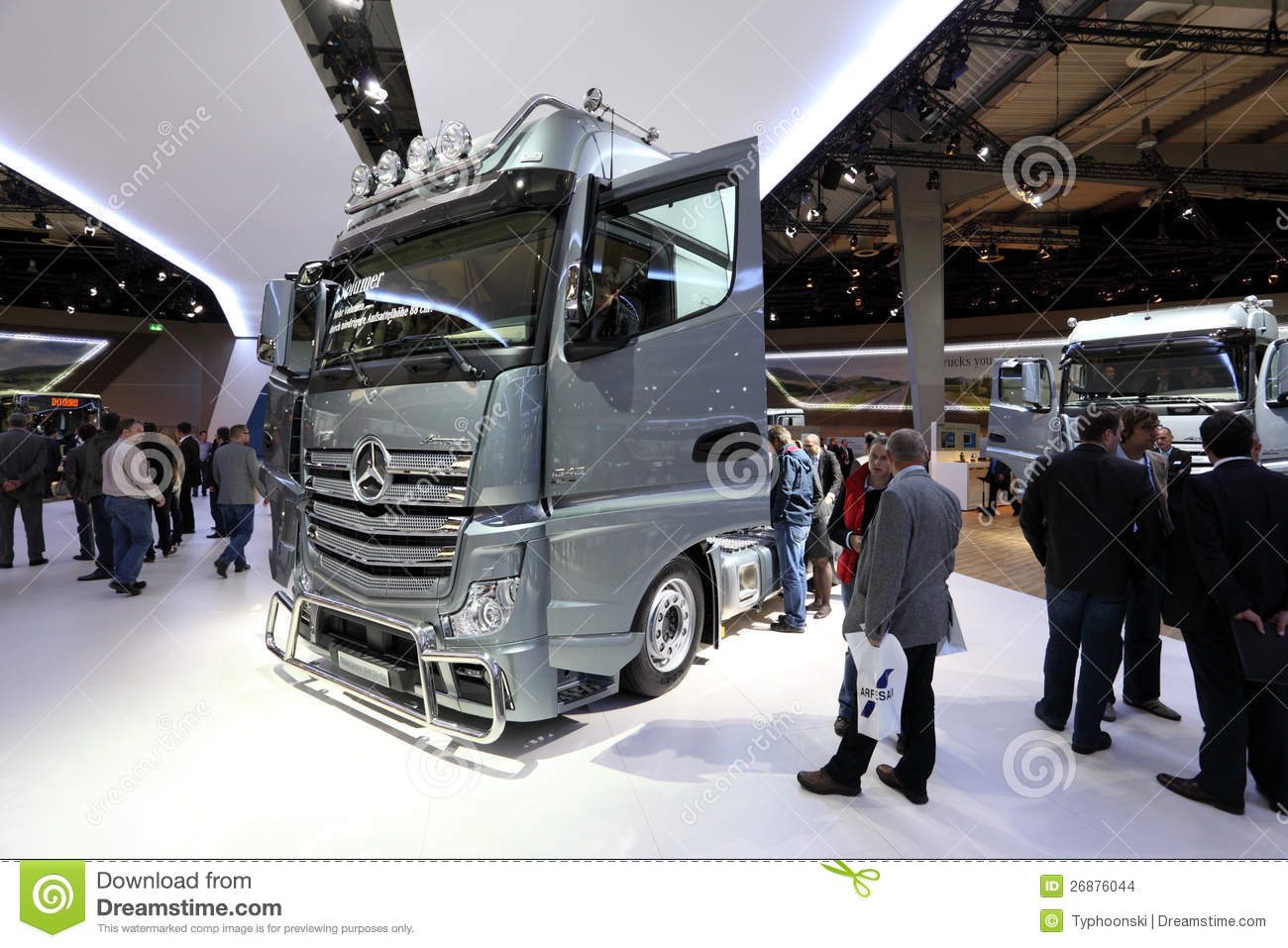 benz neuf actros 1848 de mercedes image stock ditorial image 26876044. Black Bedroom Furniture Sets. Home Design Ideas