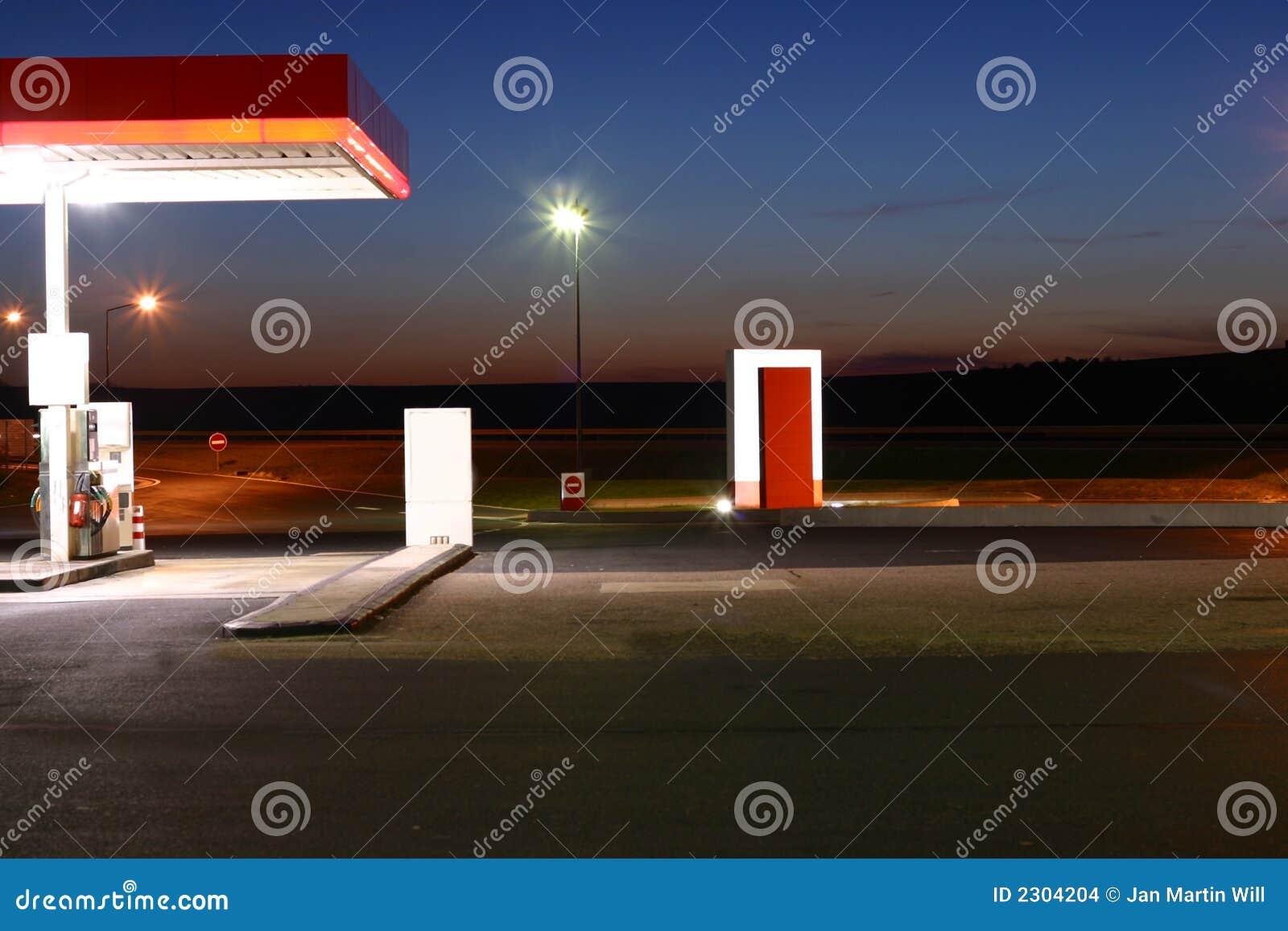 Benzinestation bij Nacht