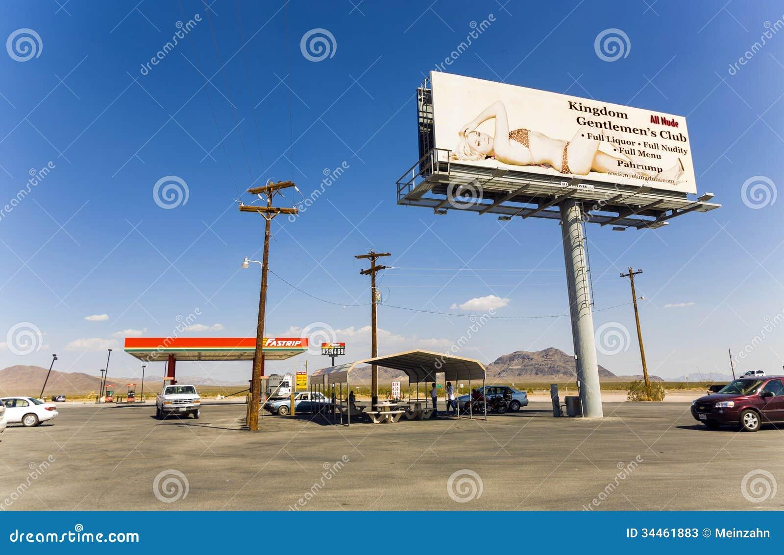 Benzynowej staci, bajzlu i baru królestwa klub przy stan trasą 160,