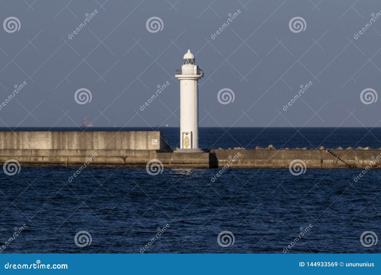 Beppu-Bucht-Wellenbrecher und Leuchtturm im Hafen von Beppu-Stadt, Oita-Präfektur, Japan, Asien