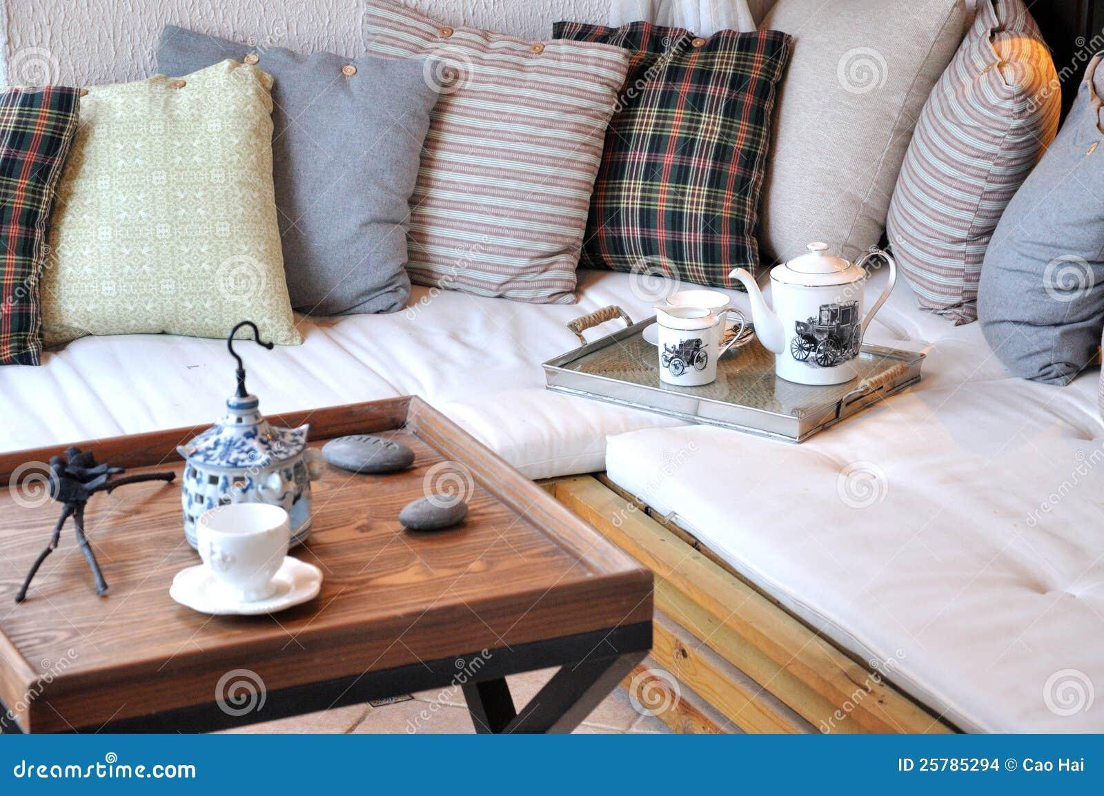 Bequeme Möbel Und Einstellung Im Wohnzimmer Stockfoto - Bild von ...