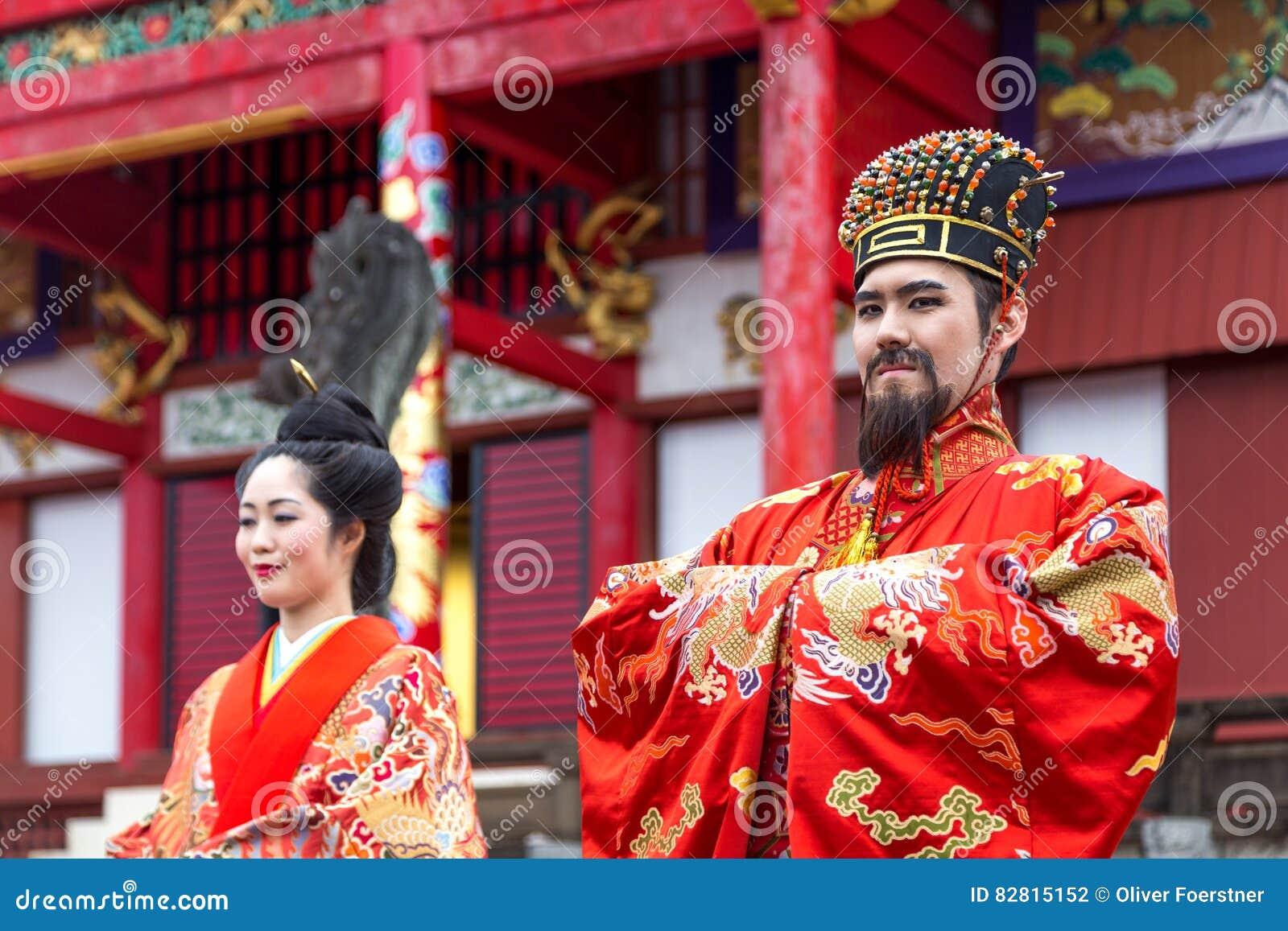 Beröm för nytt år på den Shuri slotten i Okinawa, Japan
