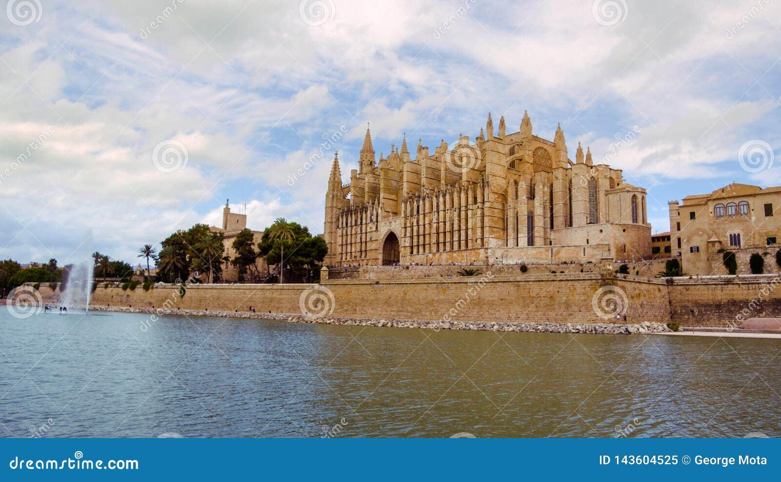 Berömd domkyrkaLa Seu i Palma de Mallorca, Spanien