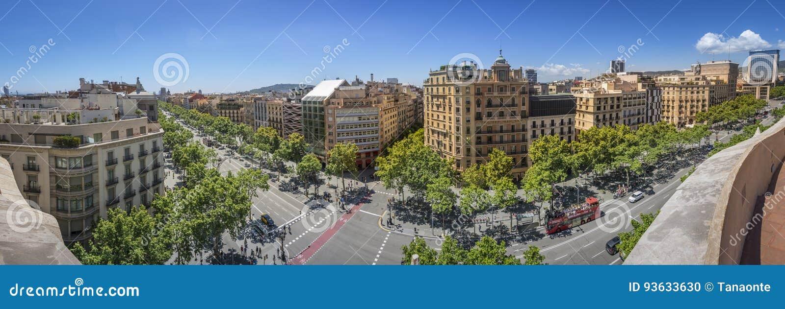 Berömd gata av Passeig de Gracia i Barcelona, Spanien