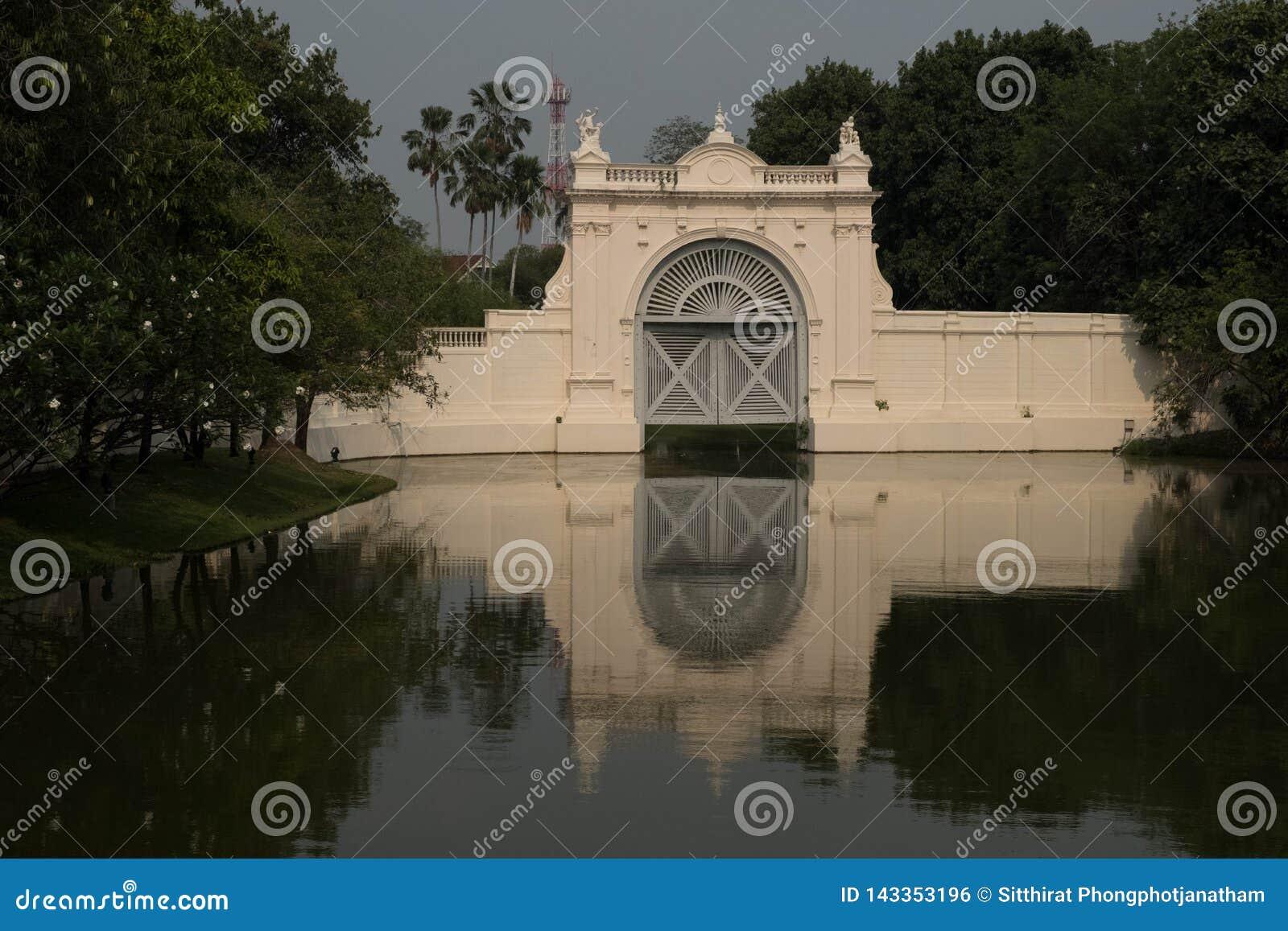 Berömt ställe i Thailand ( Bangpain slott