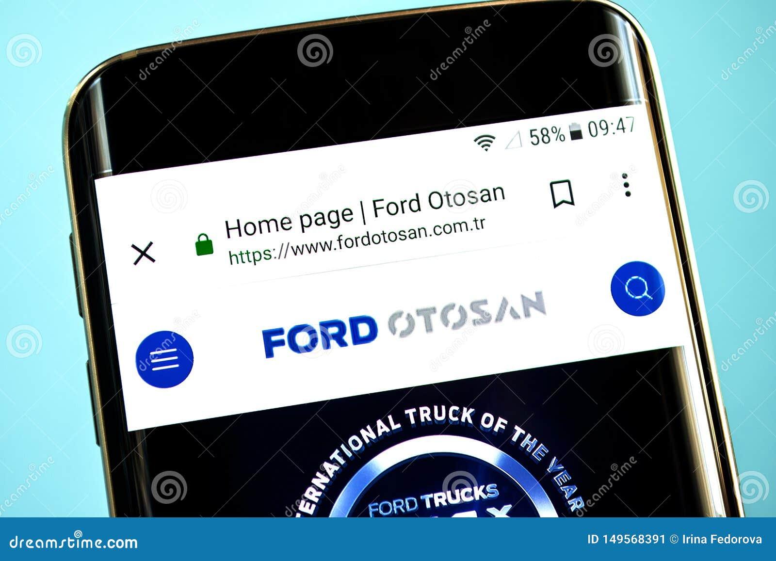 Berdyansk, de Oekraïne - 30 Mei 2019: Ford Otosan-websitehomepage Ford Otosan-embleem zichtbaar op het telefoonscherm