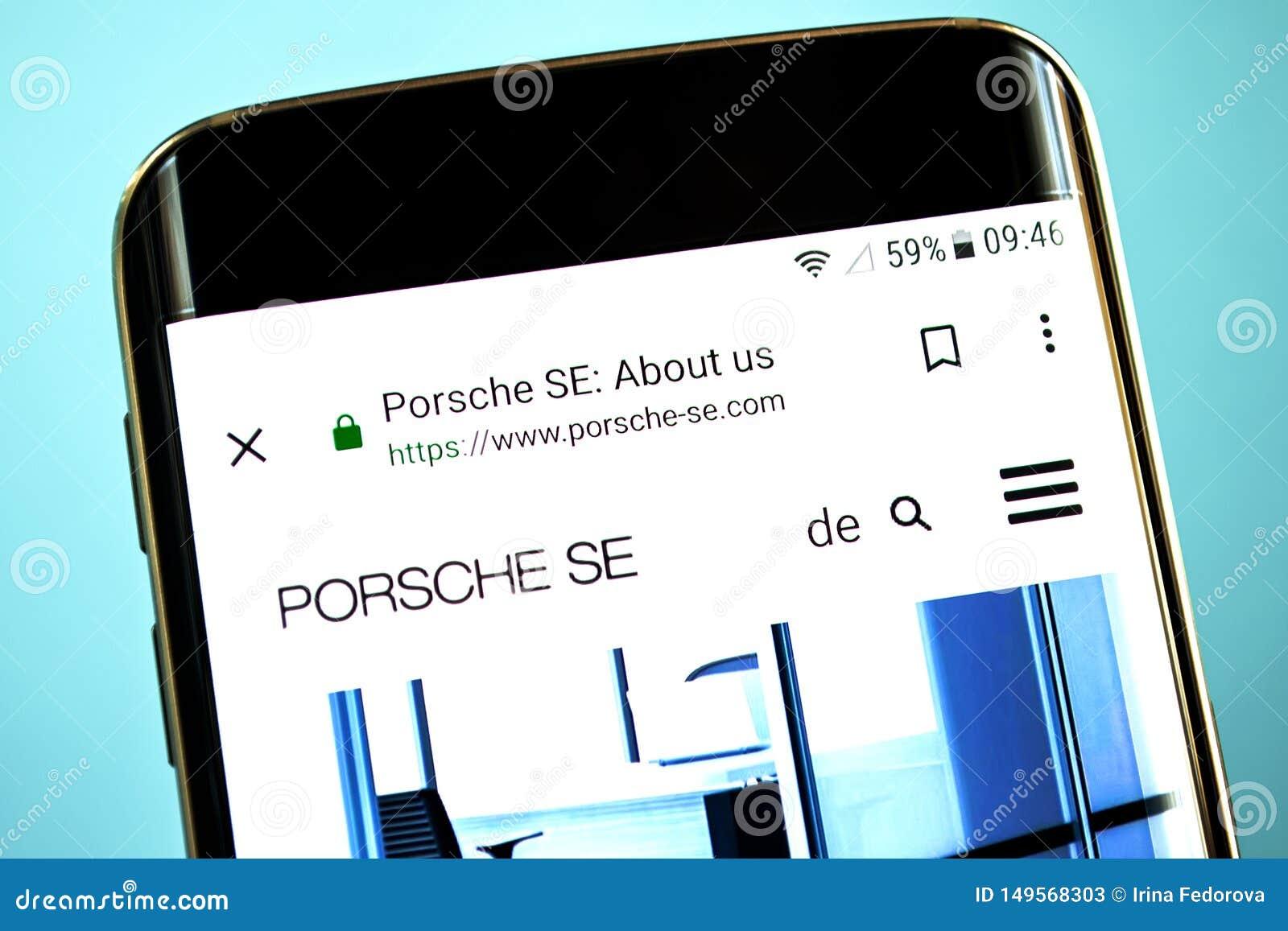 Berdyansk, de Oekraïne - 30 Mei 2019: De homepage van de de Holdingswebsite van Porsche Automobil De Holdingsembleem van Porsche