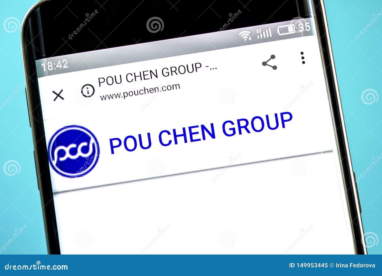Berdyansk, Ucrania - 6 de junio de 2019: Homepage de la página web de Pou Chen Logotipo de Pou Chen visible en la pantalla del te