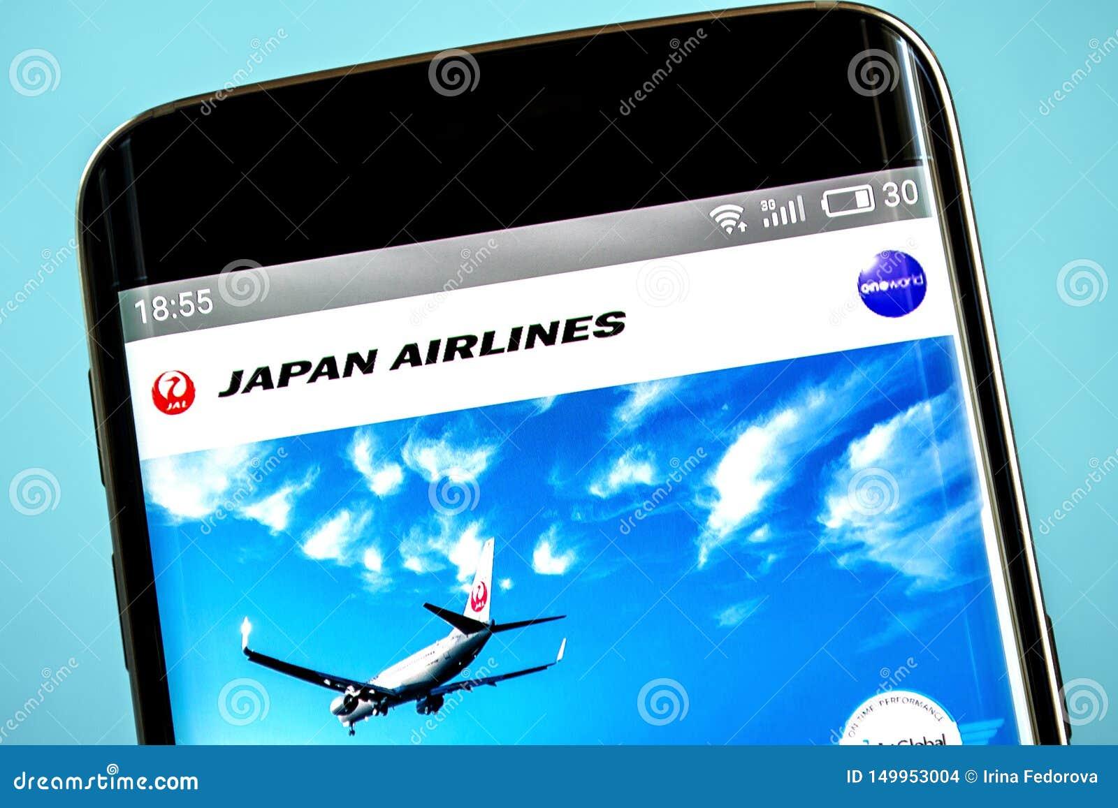 Berdyansk Ukraina - 6 Juni 2019: Illustrativ ledare av Japan Airlines websitehomepage Japan Airlines logo som är synlig på