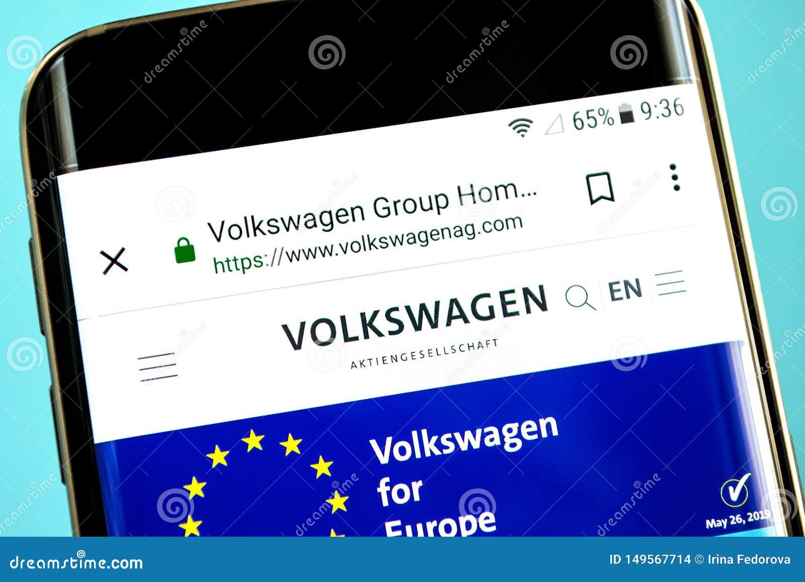 Berdyansk, Ukraina - 30 2019 Maj: Volkswagen Group strony internetowej homepage Volkswagen Group logo widoczny na telefonu ekrani