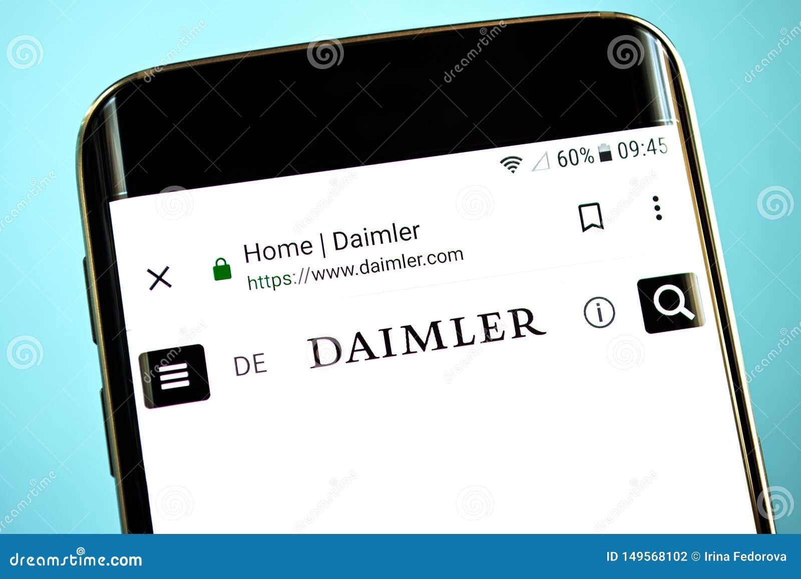 Berdyansk, Ukraine - 30. Mai 2019: Daimler-Websitehomepage Daimler-Logo sichtbar auf dem Telefonschirm