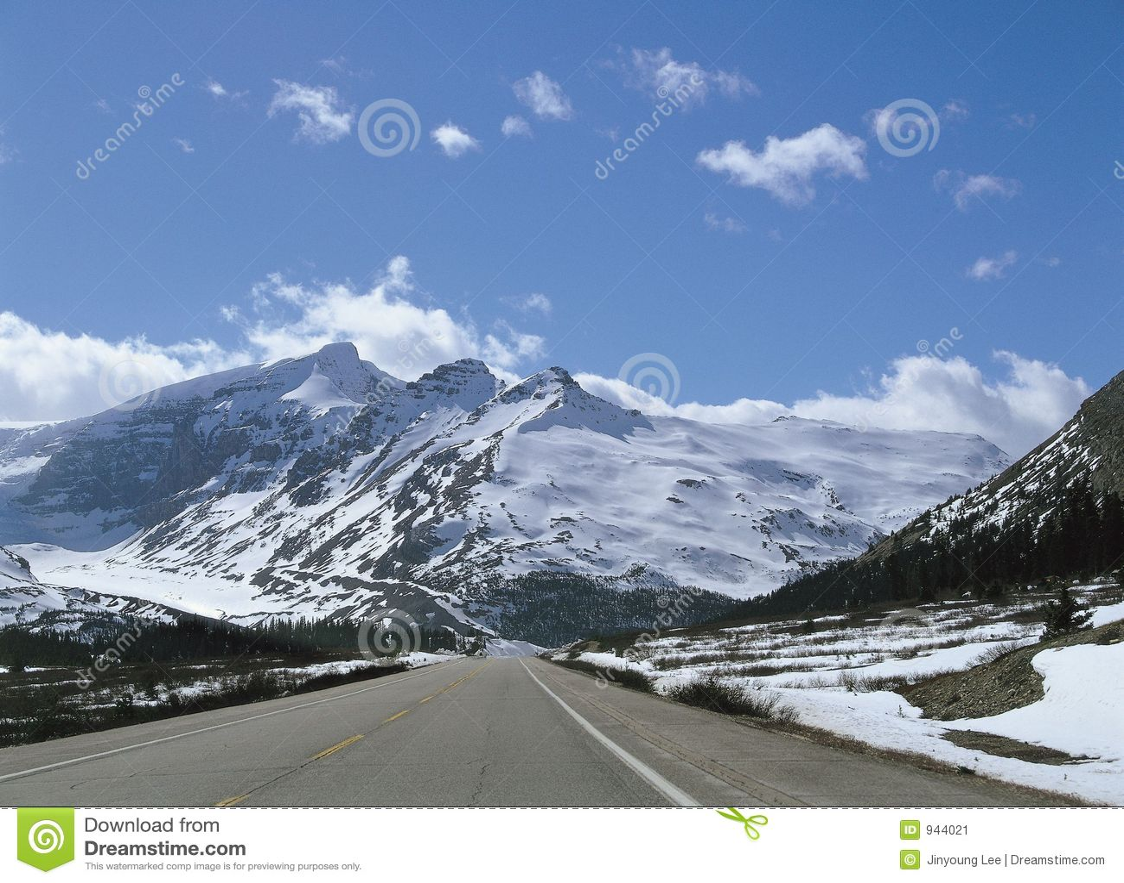 Berg över snow