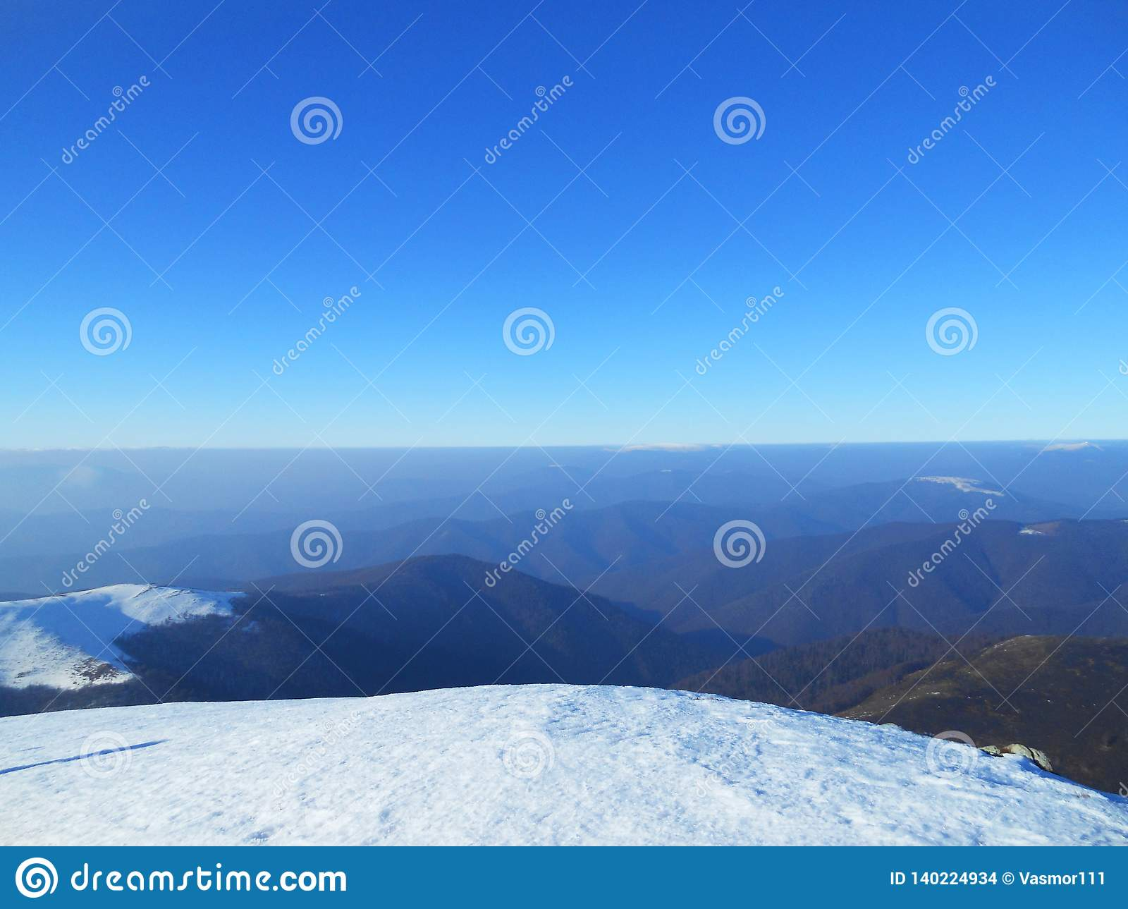 Berg i vinter, Carpathians, Ukraina