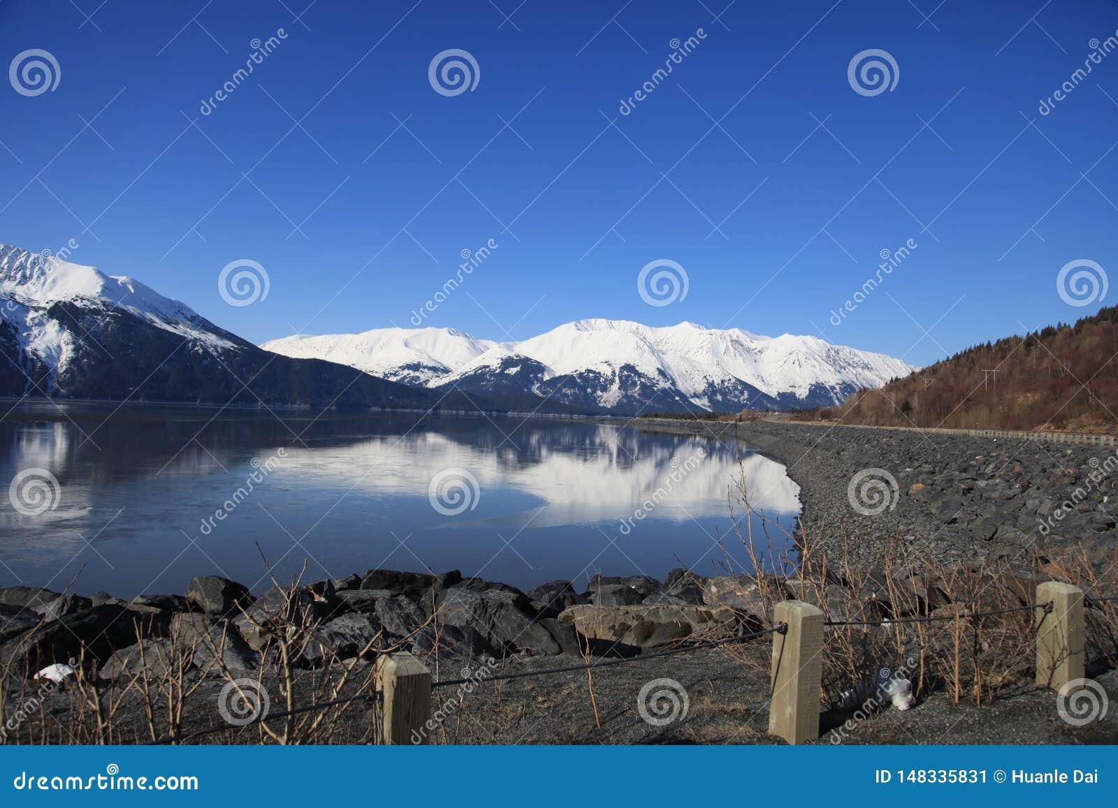 Berg, overzees, land