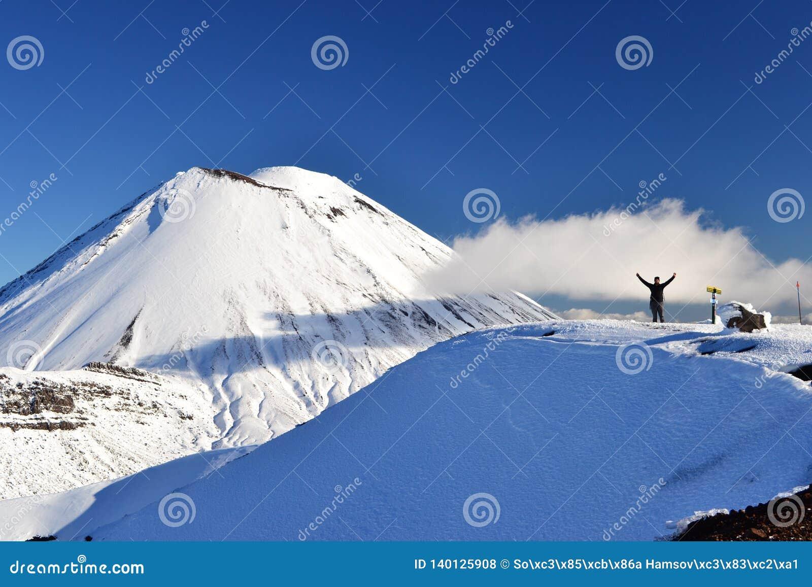 Berg-Schicksal im Schnee, Winterlandschaft in Nationalpark Tongariro