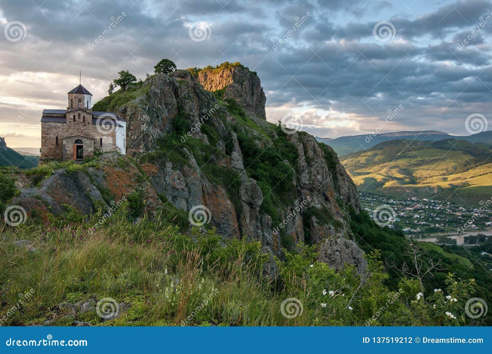 Berg tempel, relikskrin, historia, floder, snö, moln