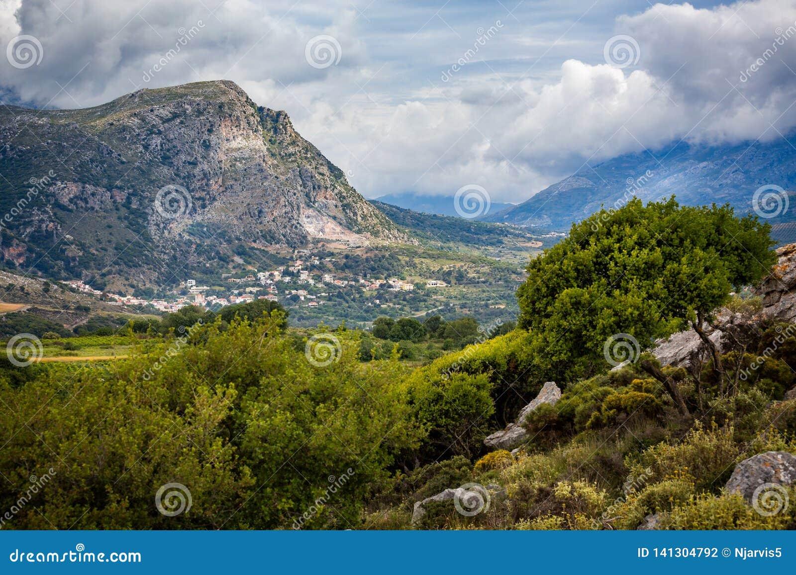 Bergachtig landschap van binnenlands Kreta, Griekenland