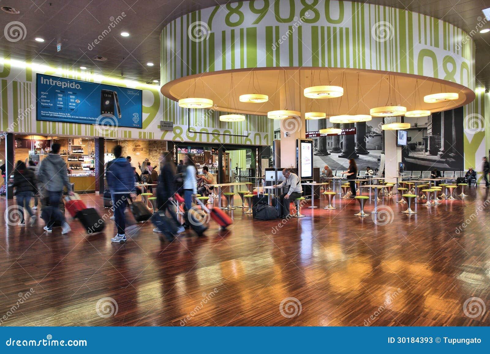 Aeroporto Bergamo : Aeroporto di bergamo fotografia stock editoriale