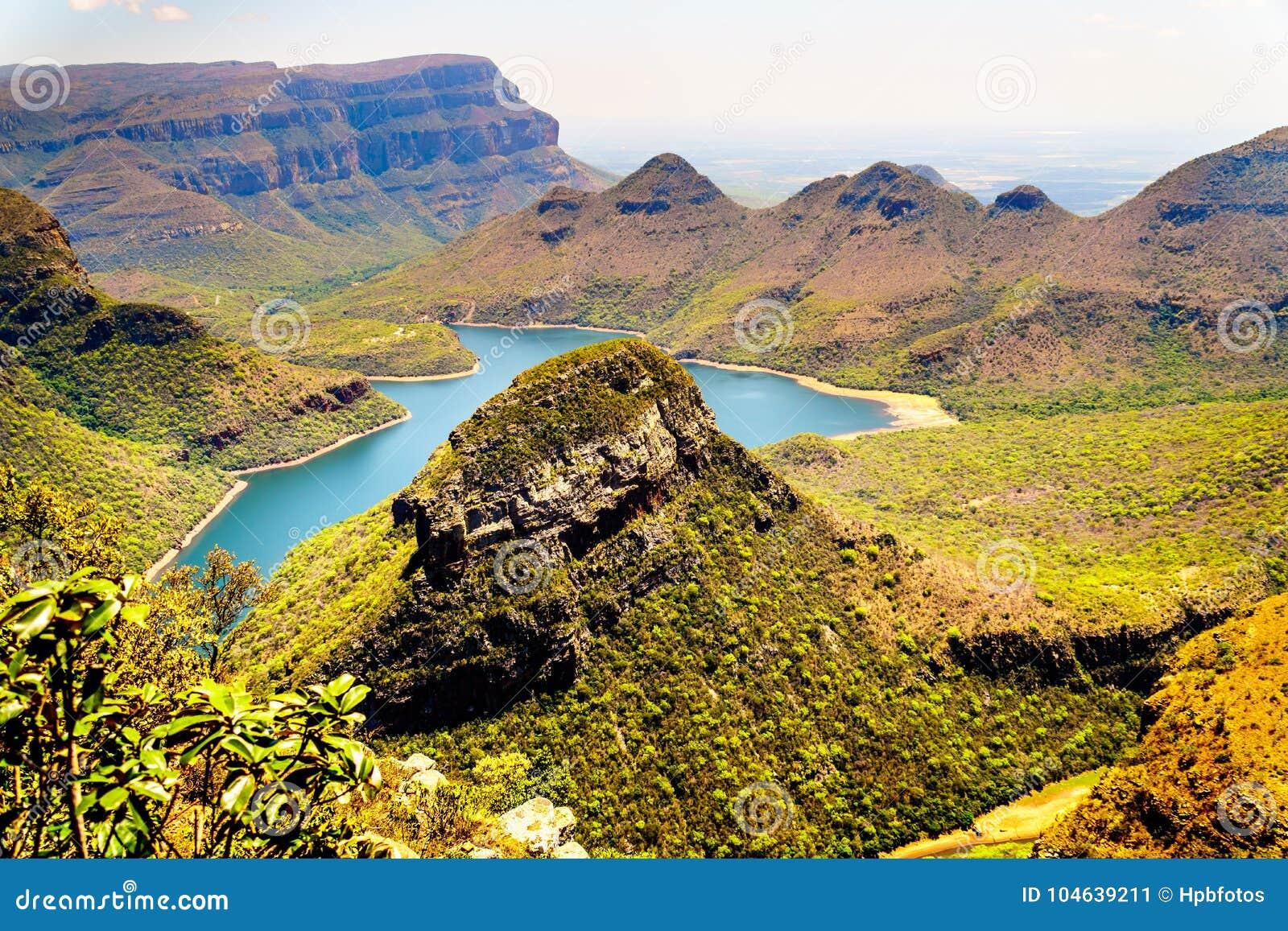 Download Bergen Die De Blyde-Rivierdam In Het Blyde-Natuurreservaat Van De Riviercanion Omringen Stock Afbeelding - Afbeelding bestaande uit waaier, naughty: 104639211