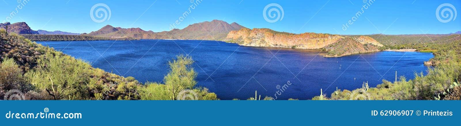 Bergen, Klippen, Woestijn, en Meer (GROOT Panorama)