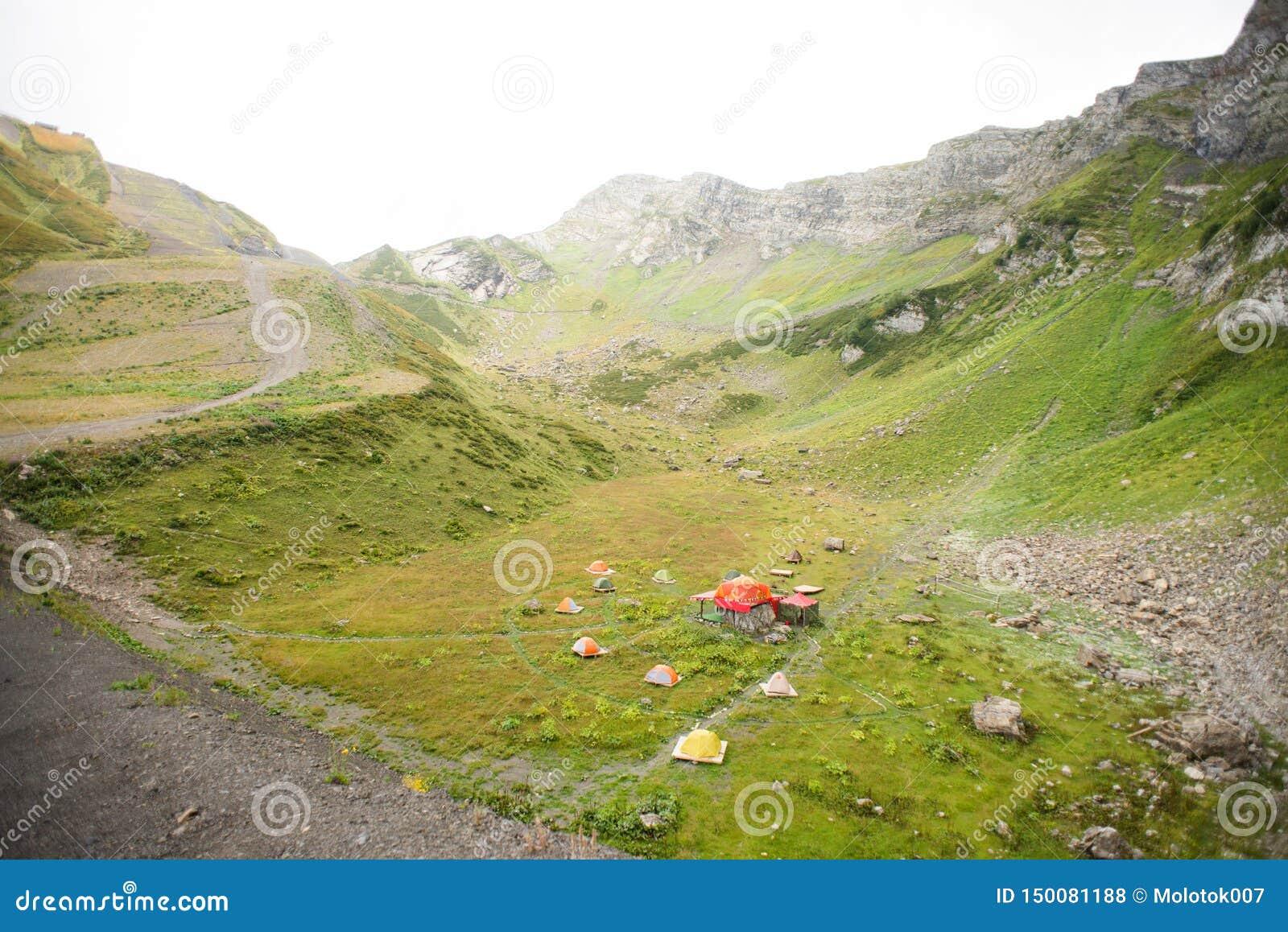 Bergen met Alpiene Weiden in Sotchi Krasnaya Polyana Rusland