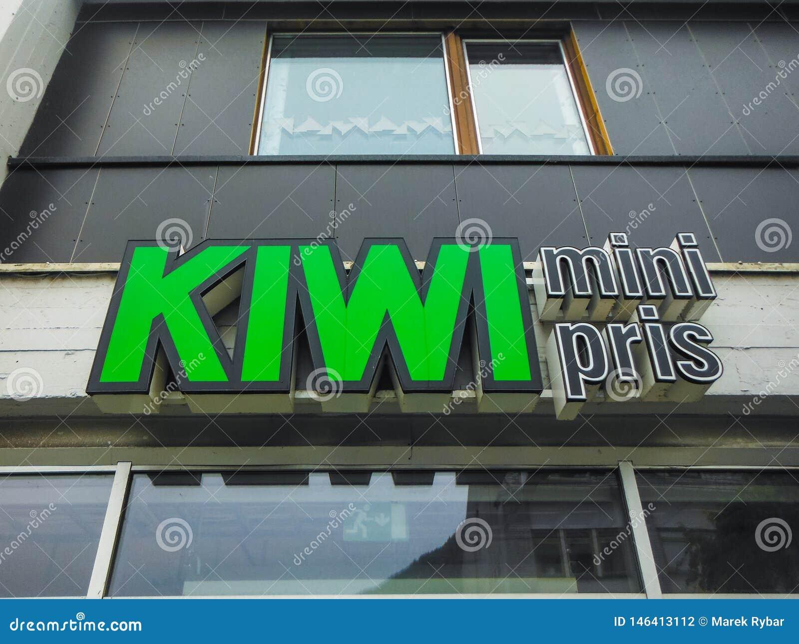 Bergen, Noorwegen, Scandinavi? 21 Juni 2016 is Kiwi minipris de stad in de goedkoopste kruidenierswinkelopslag in Noorwegen, Berg