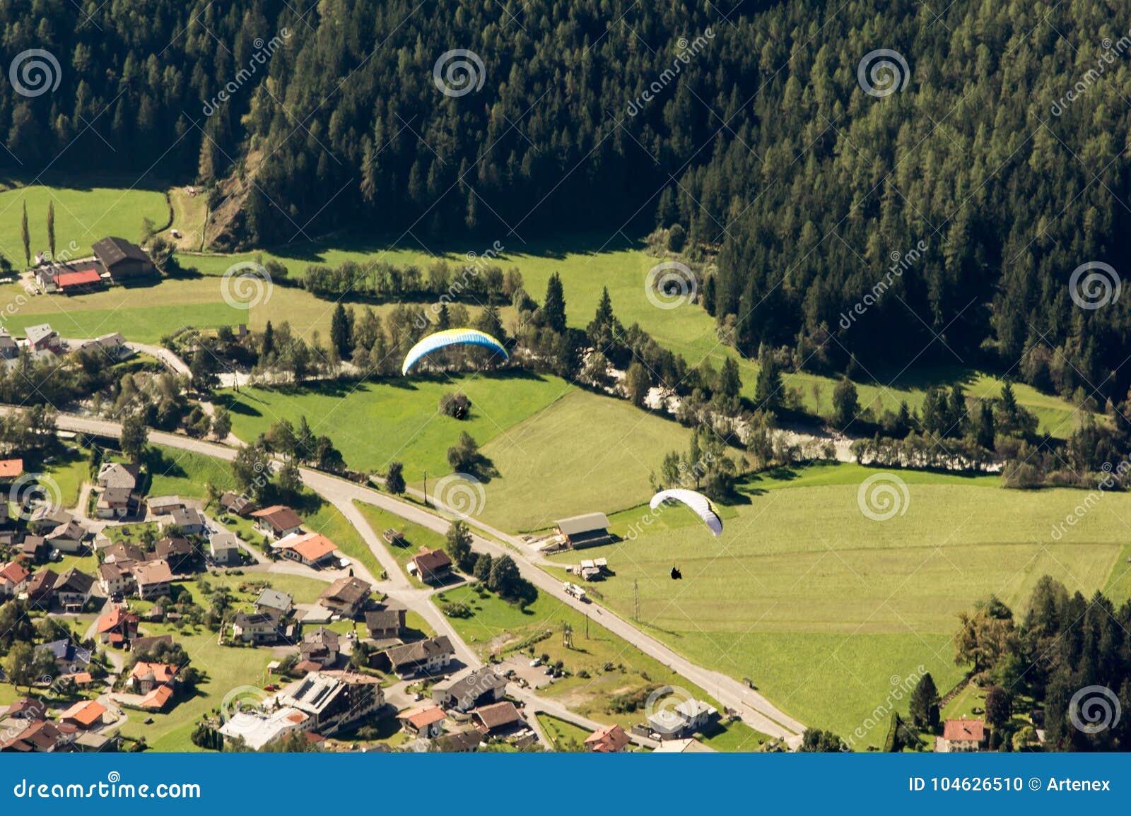 Download Bergen, Vallei En Piekenlandschap, Natuurlijk Milieu Wandeling In De Alpen Stock Foto - Afbeelding bestaande uit nave, naughty: 104626510