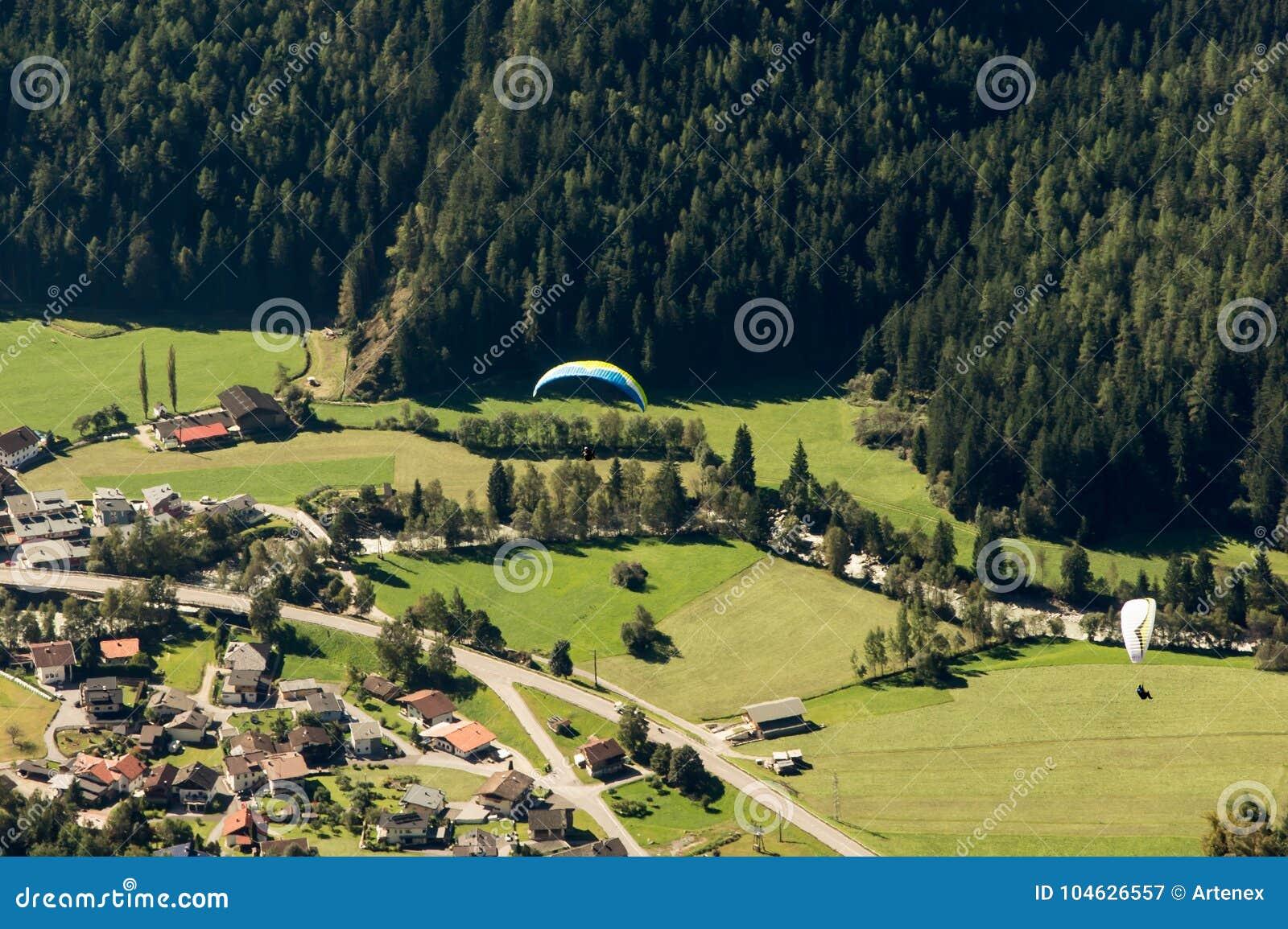 Download Bergen, Vallei En Piekenlandschap, Natuurlijk Milieu Wandeling In De Alpen Stock Afbeelding - Afbeelding bestaande uit gebied, alpen: 104626557