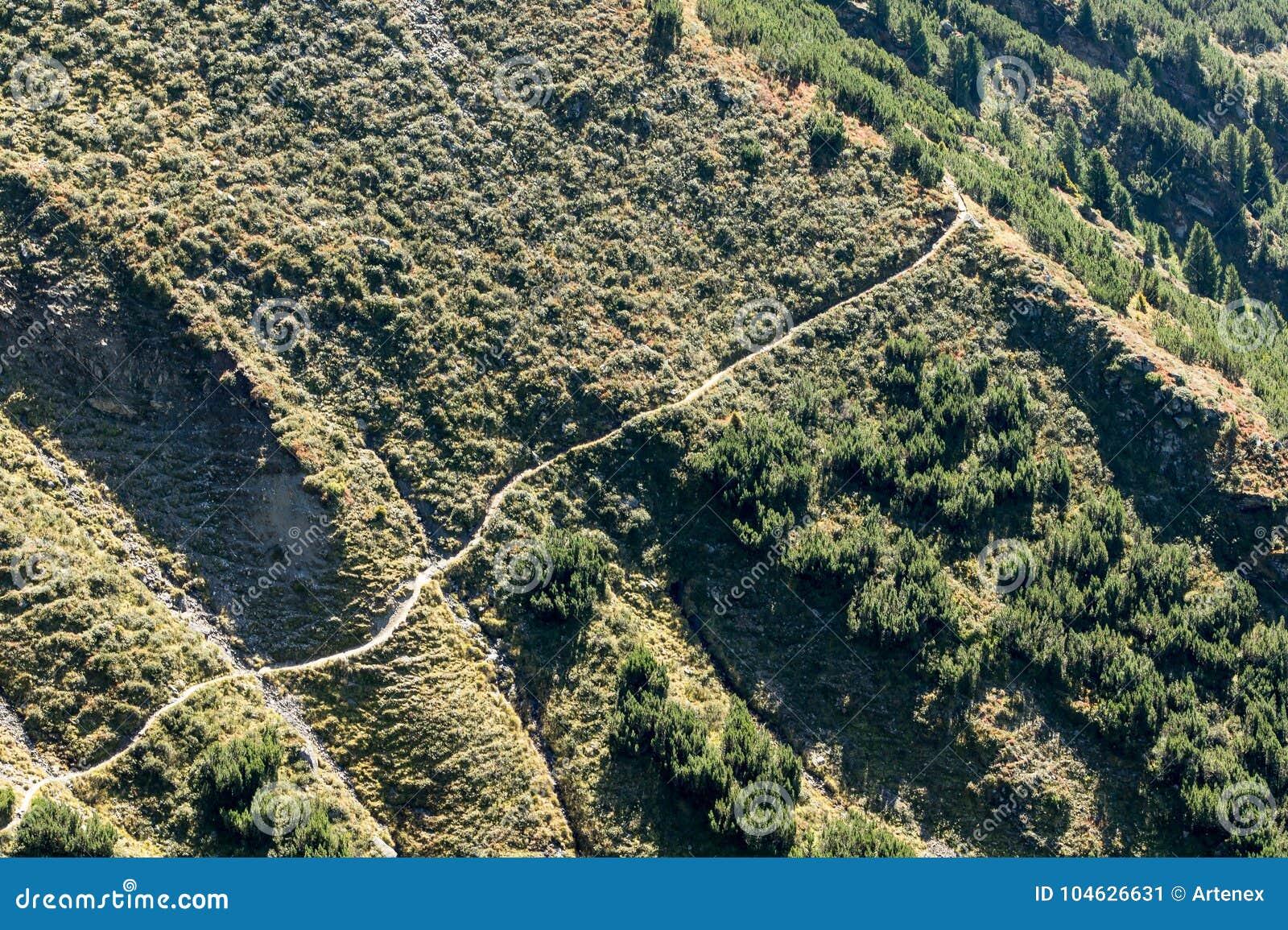 Download Bergen, Vallei En Piekenlandschap, Natuurlijk Milieu Wandeling In De Alpen Stock Afbeelding - Afbeelding bestaande uit milieu, park: 104626631