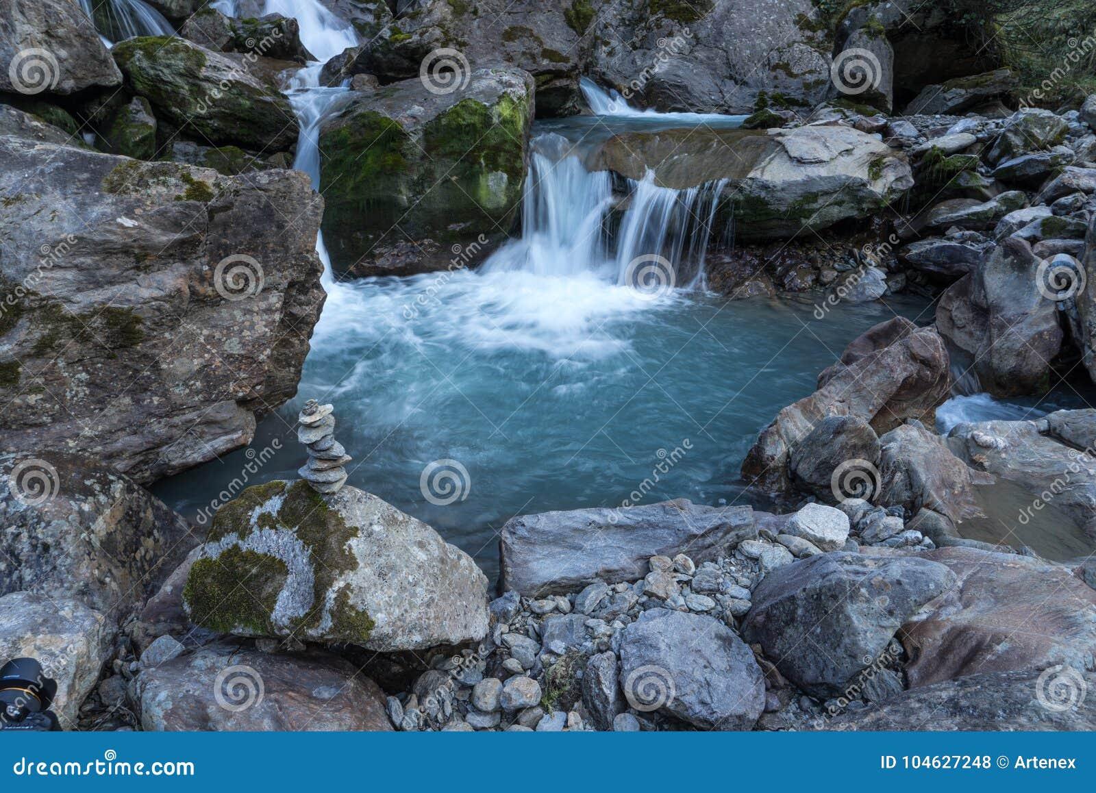 Download Bergen, Vallei En Piekenlandschap, Natuurlijk Milieu Wandeling In De Alpen Stock Foto - Afbeelding bestaande uit nave, blauw: 104627248