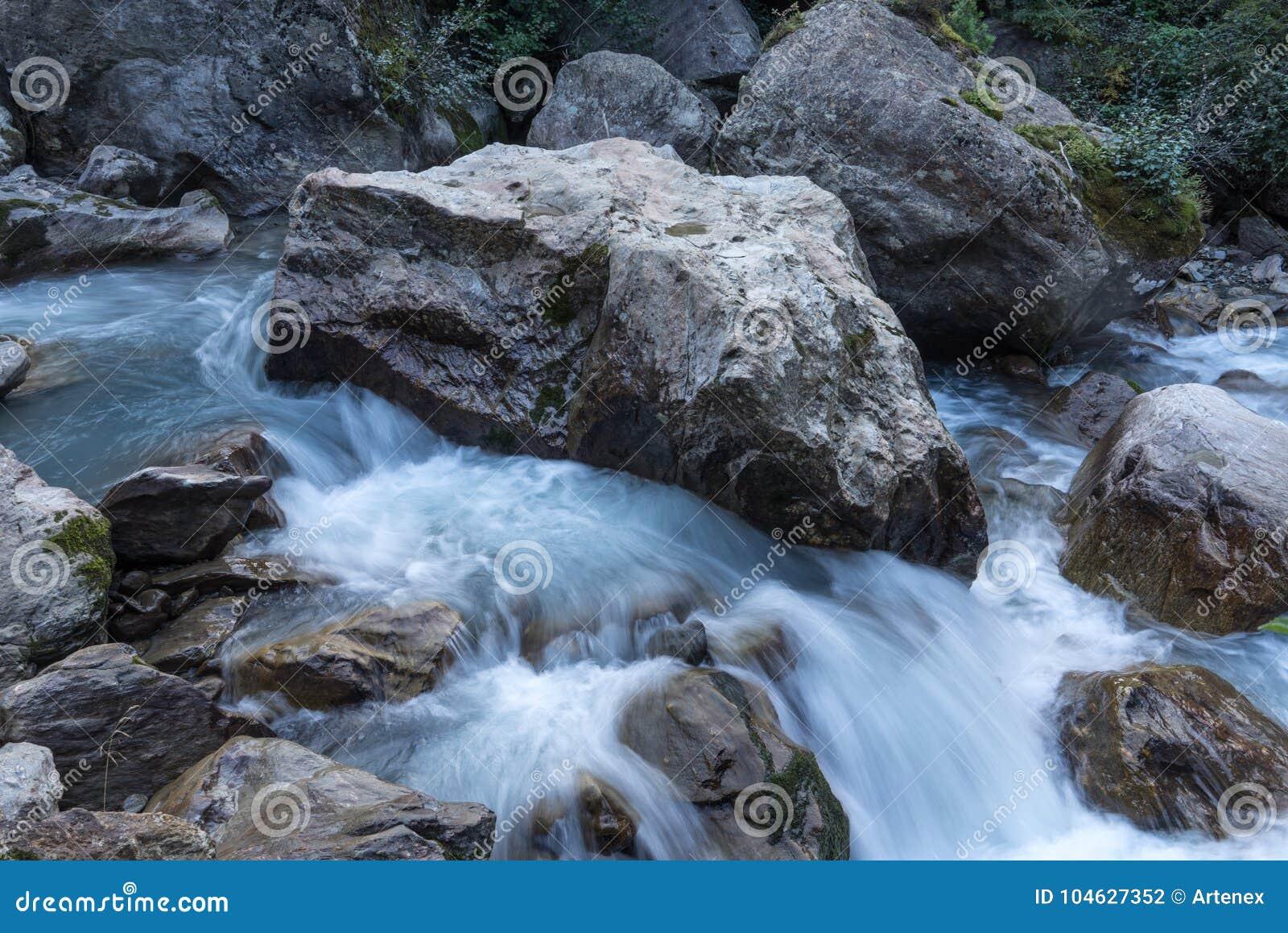 Download Bergen, Vallei En Piekenlandschap, Natuurlijk Milieu Wandeling In De Alpen Stock Foto - Afbeelding bestaande uit nave, alpen: 104627352