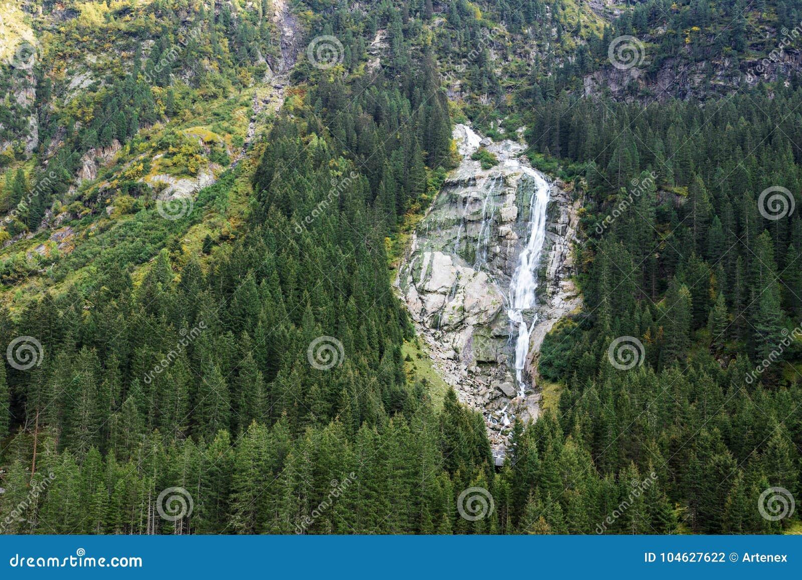 Download Bergen, Vallei En Piekenlandschap, Natuurlijk Milieu Wandeling In De Alpen Stock Foto - Afbeelding bestaande uit berg, vloeistof: 104627622