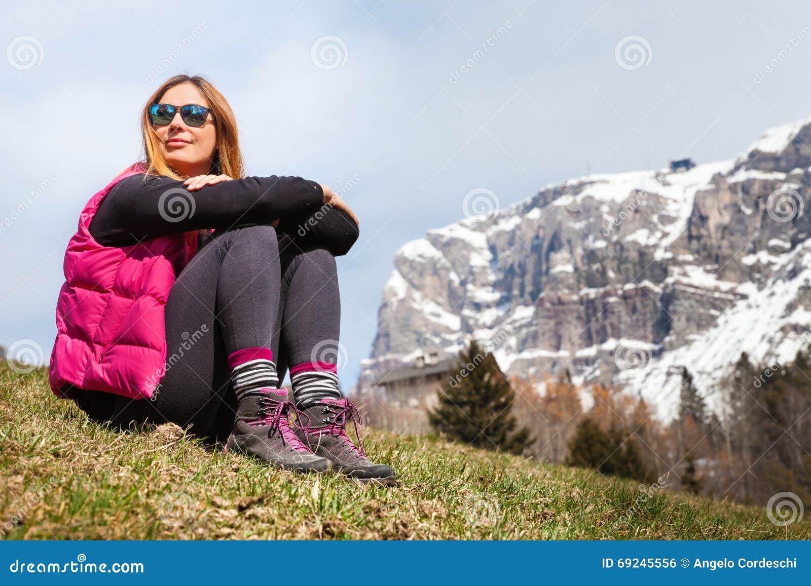 Bergferier fotvandra Kvinna och natur