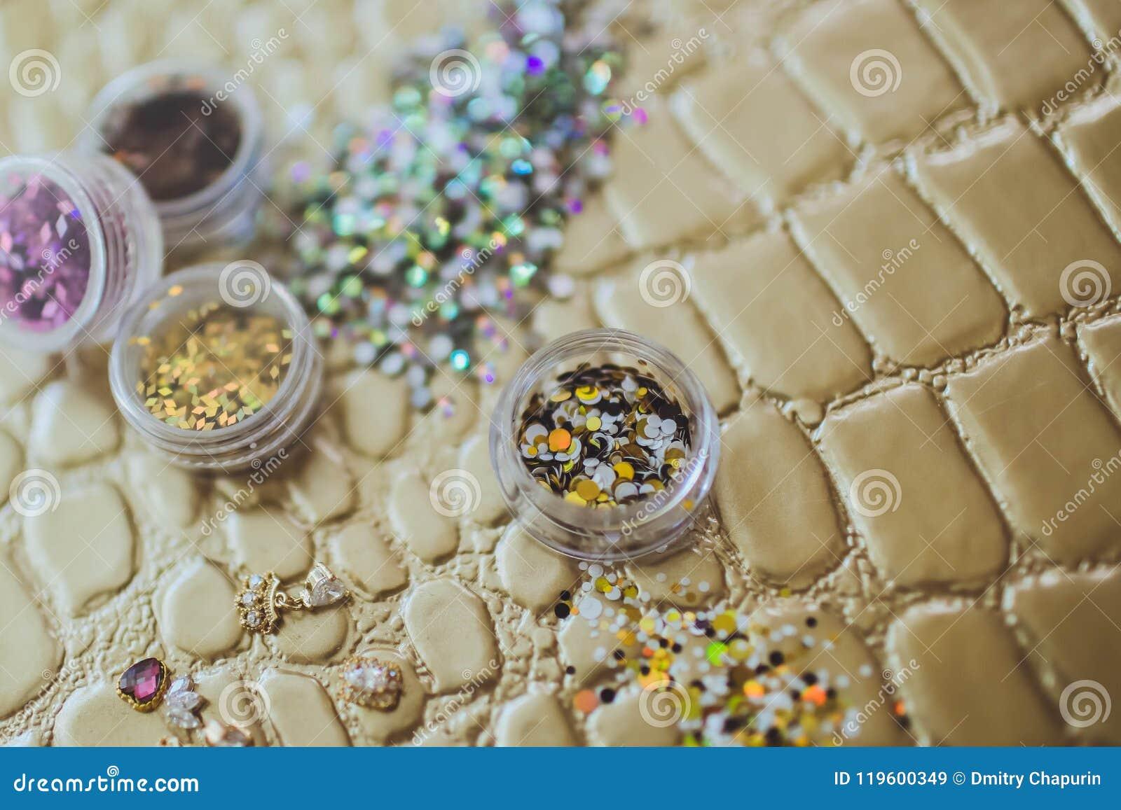Bergkristallen voor de decoratie van spijkers