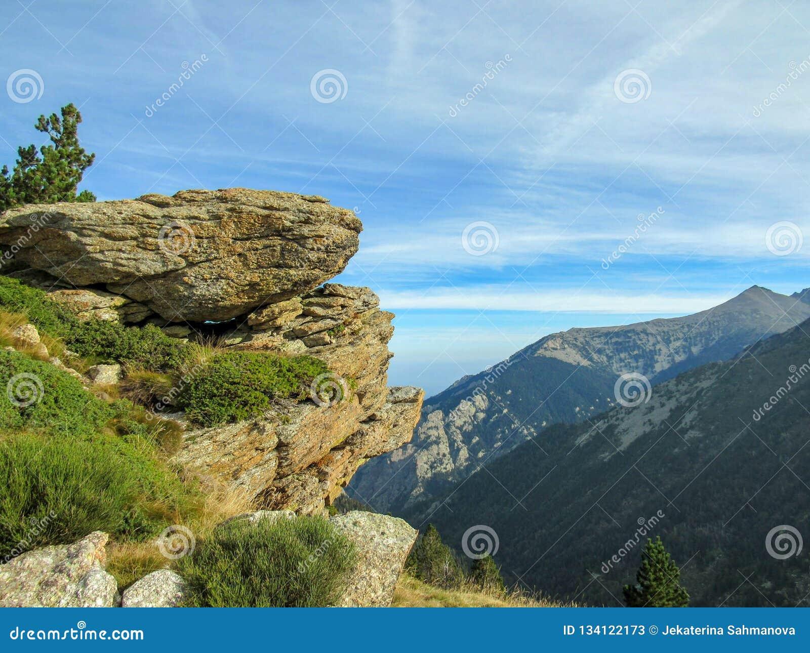 Berglandschaft in den französischen Pyrenäen nahe Pic du Canigou, regionaler Park der katalanischen Pyrenäen, Frankreich